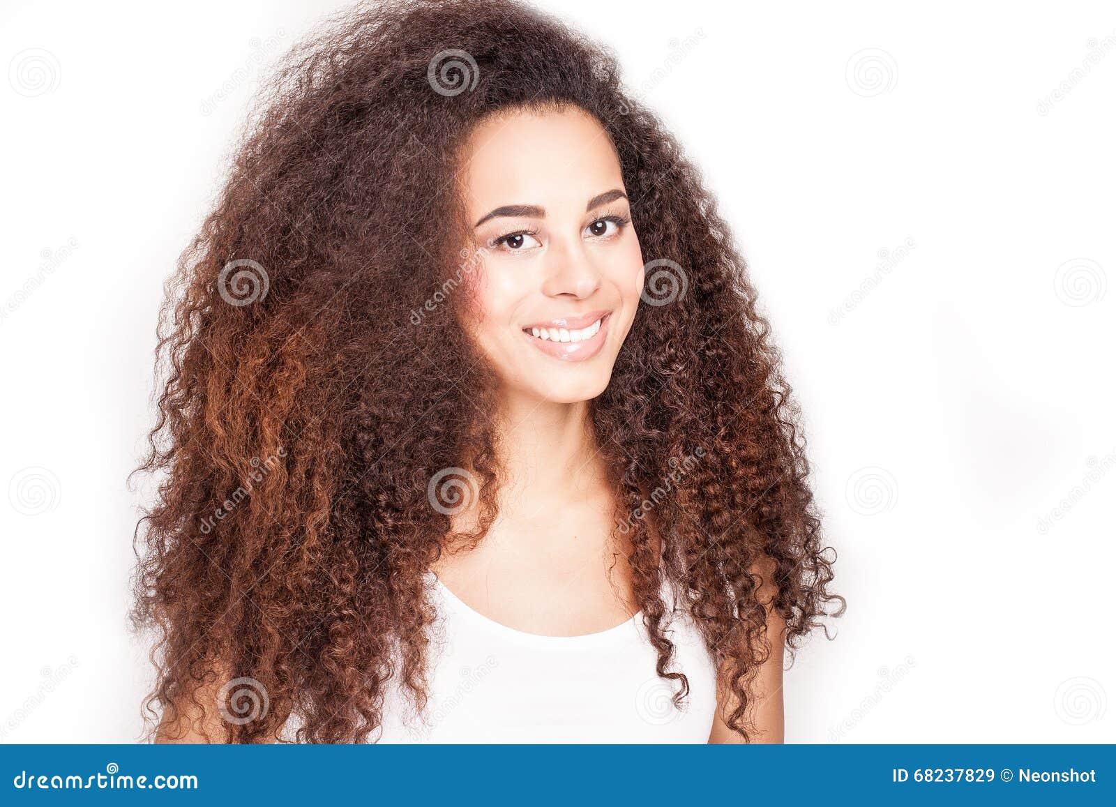 Skönhetstående av afrikansk amerikanflickan