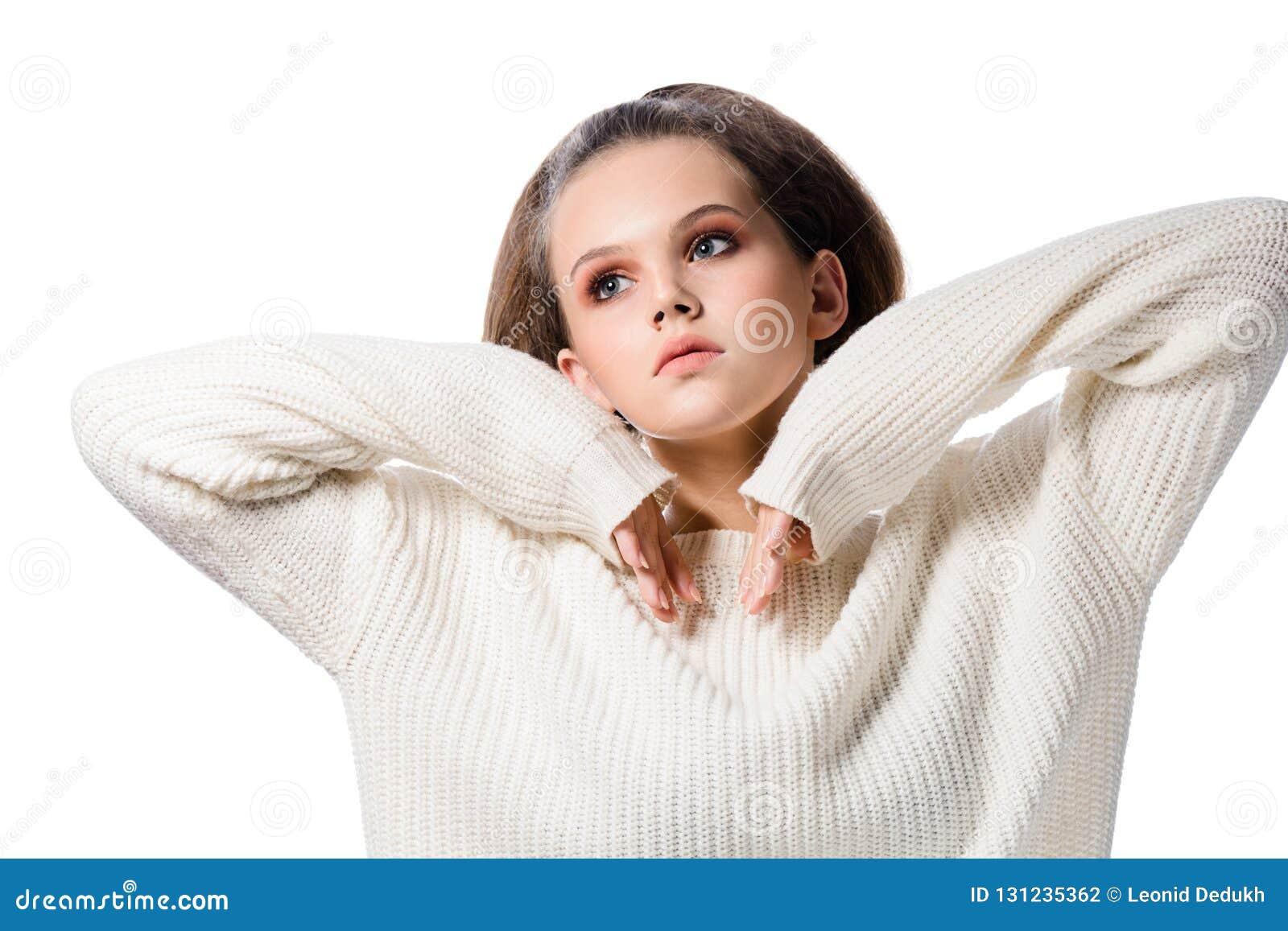 Skönhetstående av attraktiv ung europeisk kvinnabrunettiso