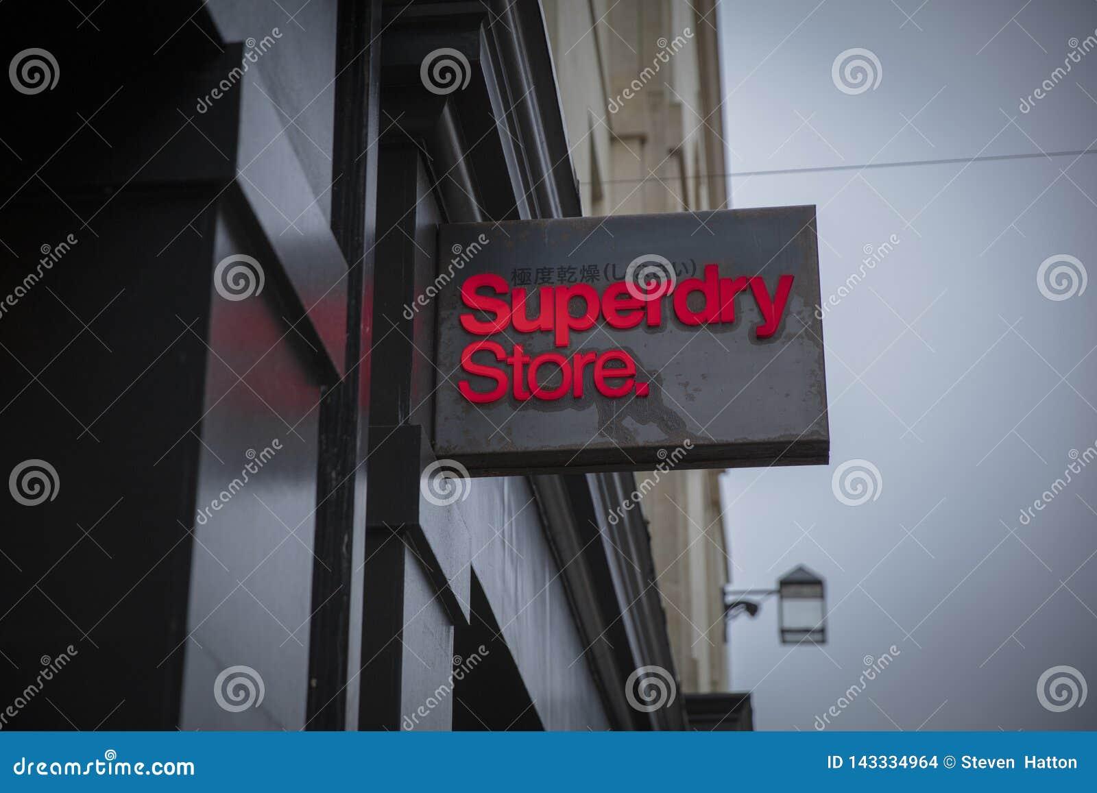 Skąpanie, Somerset, UK, 22nd 2019 Luty, sklepu znak dla Superdry sklepu