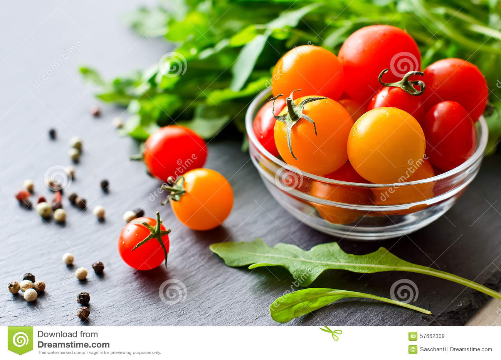 Składniki dla gotować z czereśniowymi pomidorami