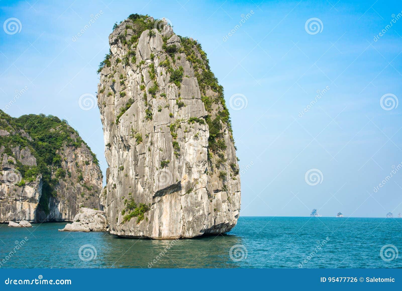 Skały Halong zatoka w Wietnam
