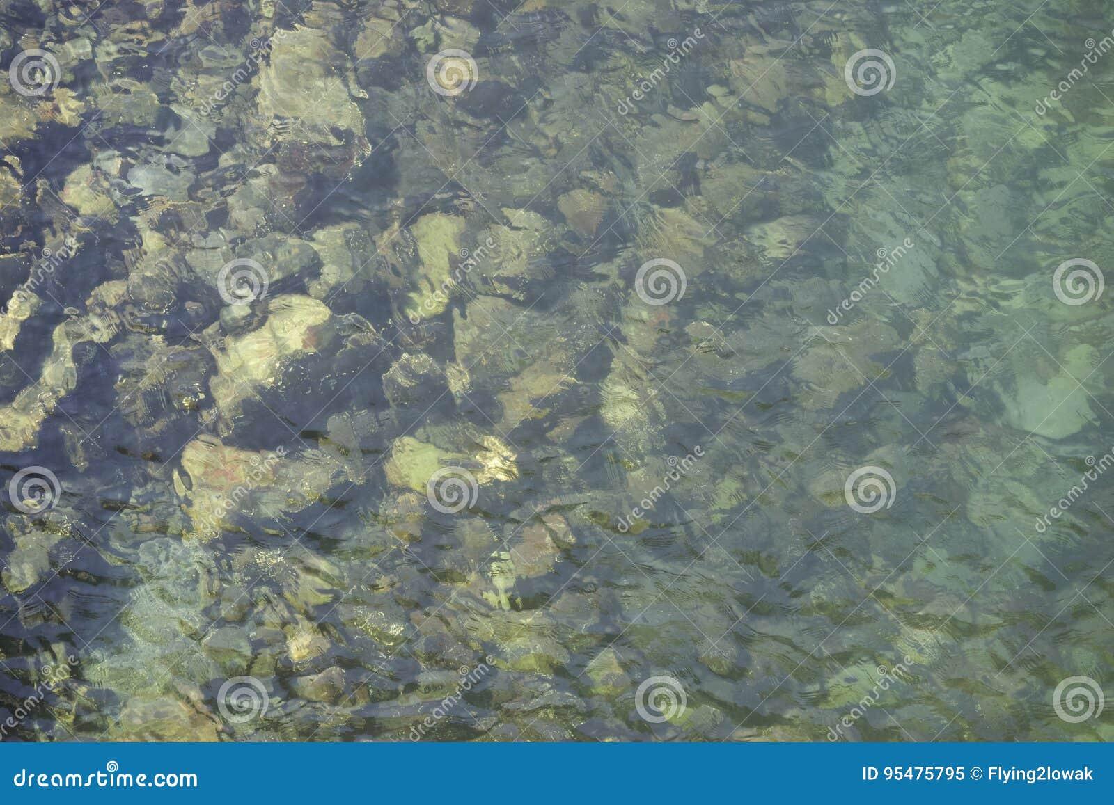 Skały w wodzie