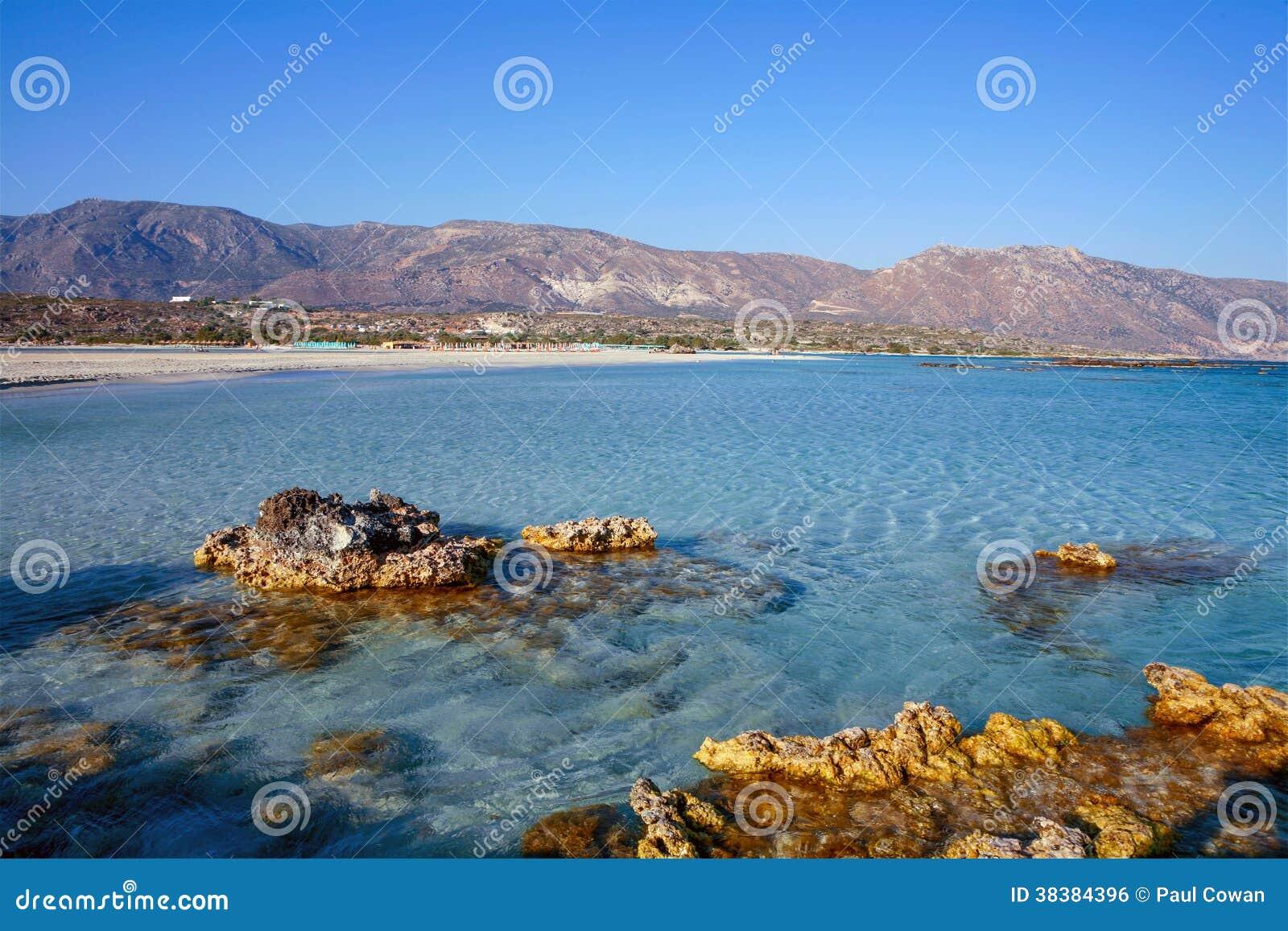 Skaliści wychody przy Elafonisos plażą