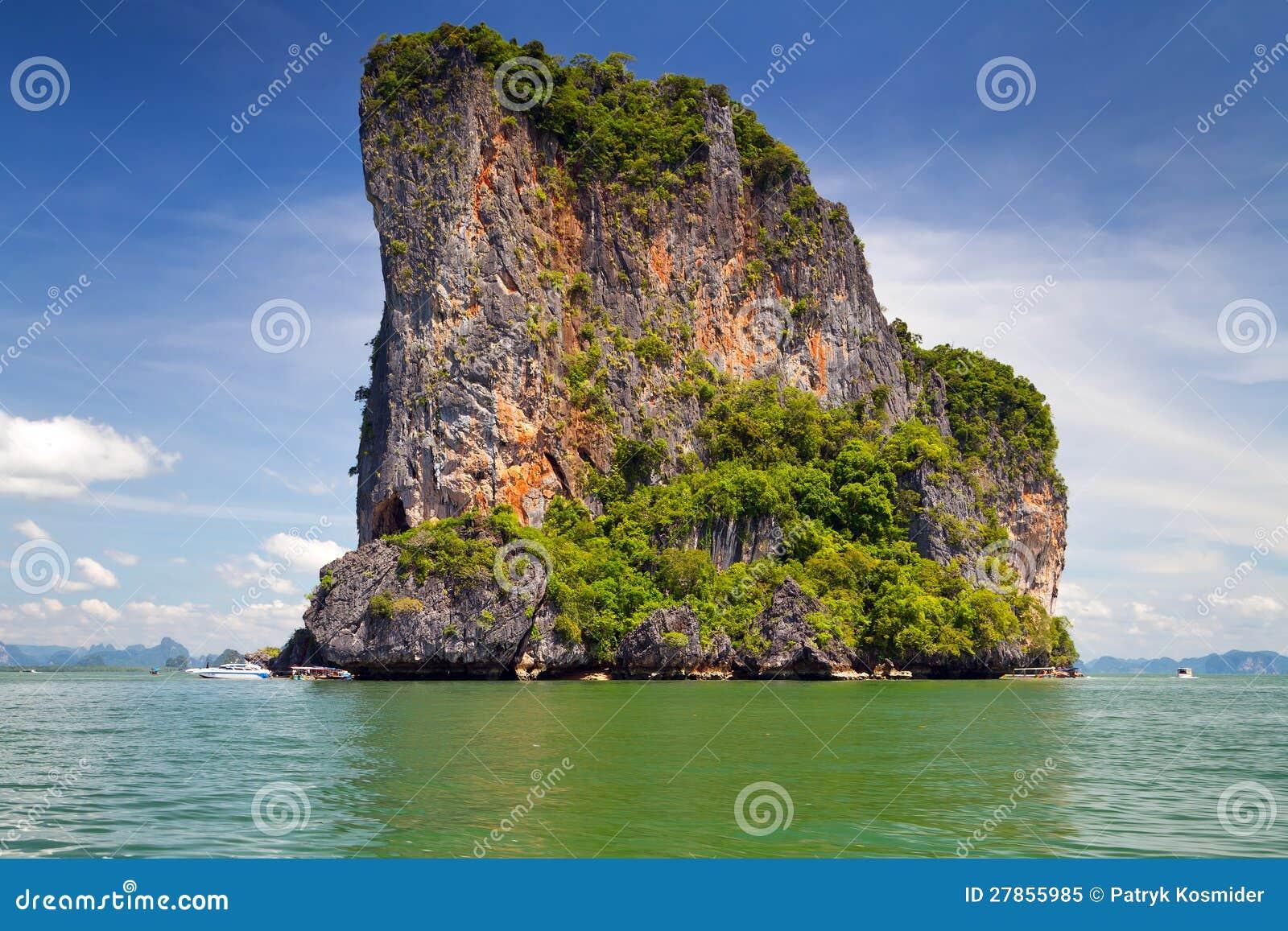 Skalista wyspa w Park Narodowy na Phang Nga Zatoce