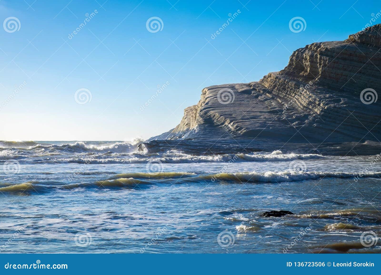 Skalisty biały faleza schodek turczynki, Sicily