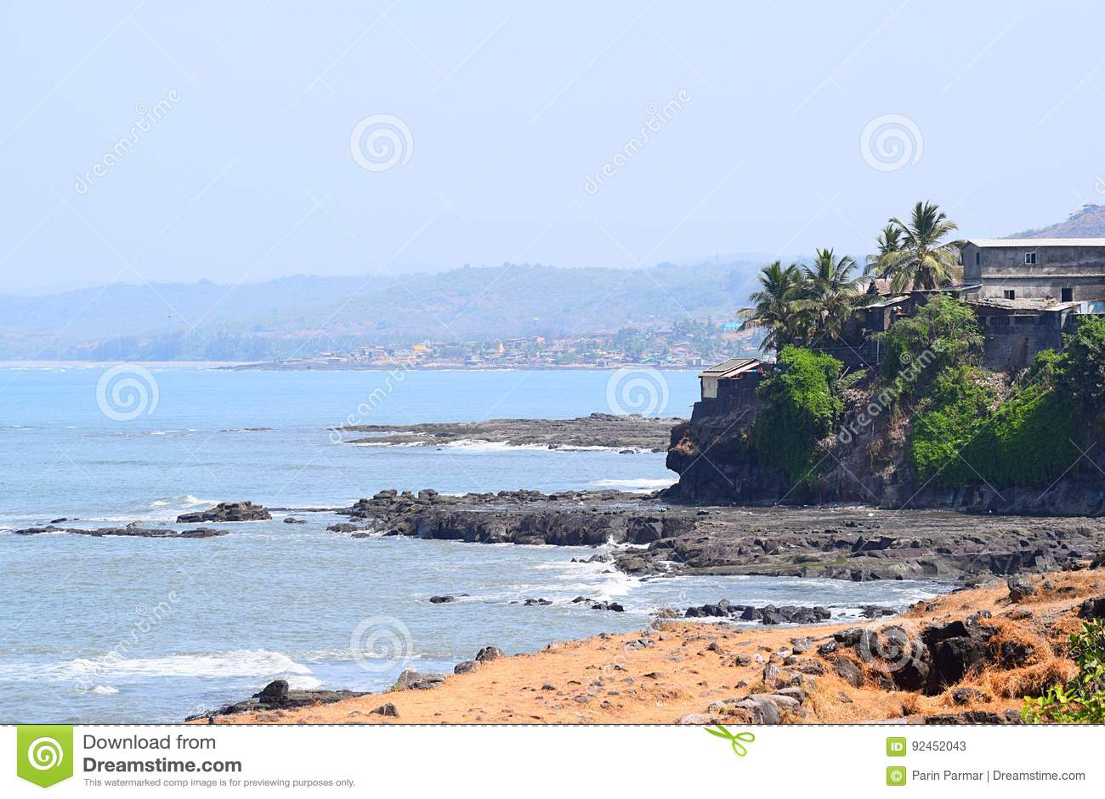 Skalisty nadmorski Indiańska Portowa wioska - Harnai