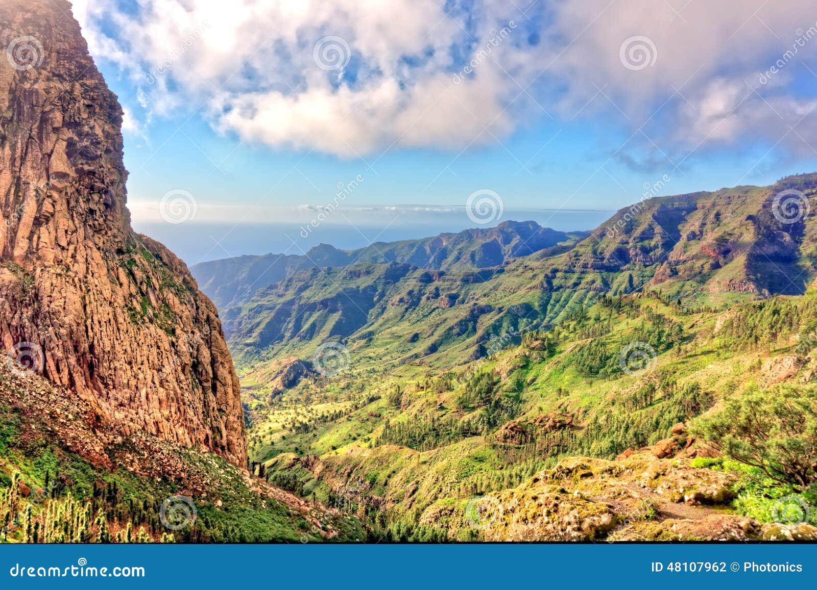 Skalisty wąwóz w losie angeles Gomera