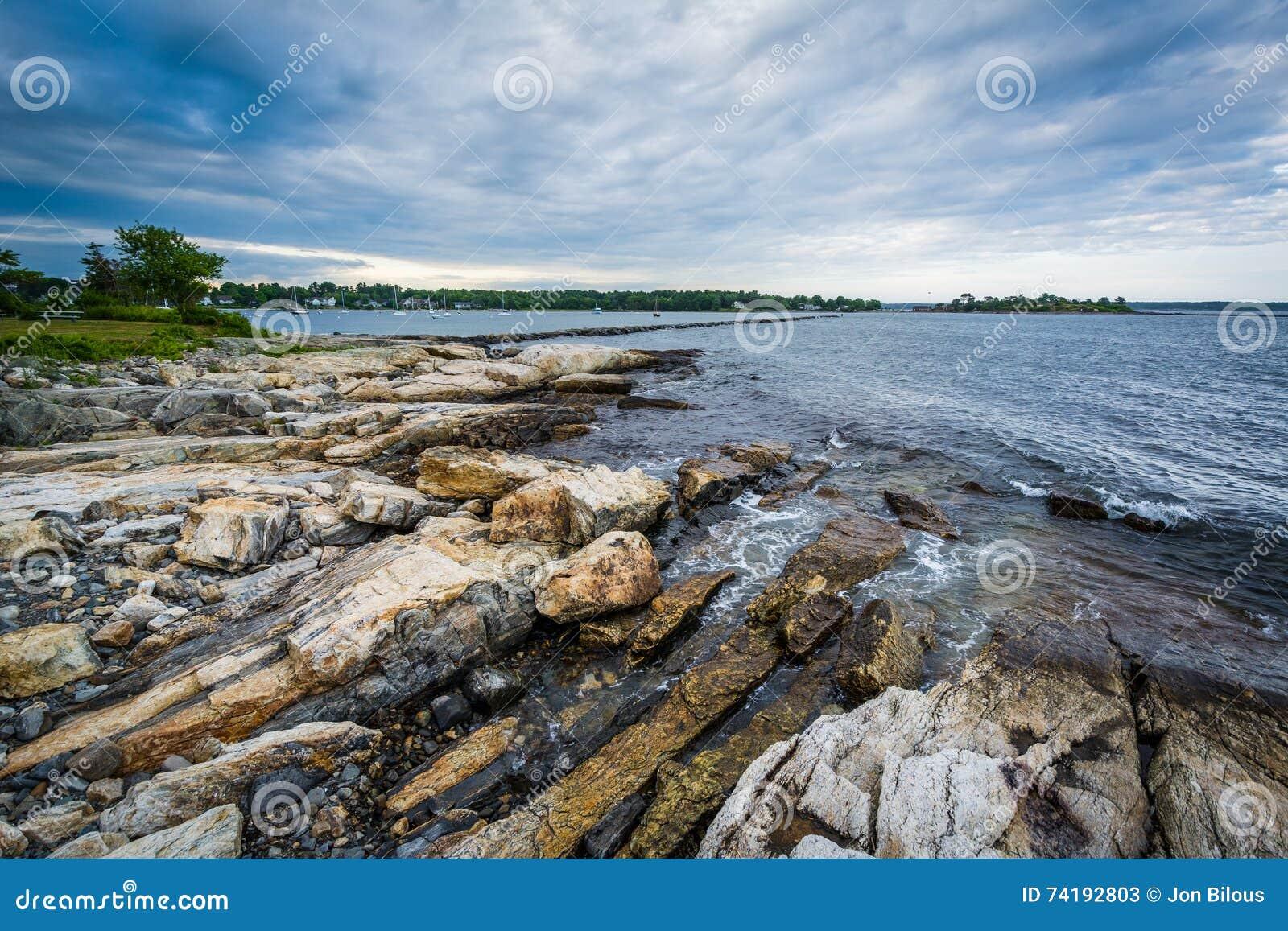Skalisty wybrzeże przy Odiorne punktu stanu parkiem w życie, New Hampshire