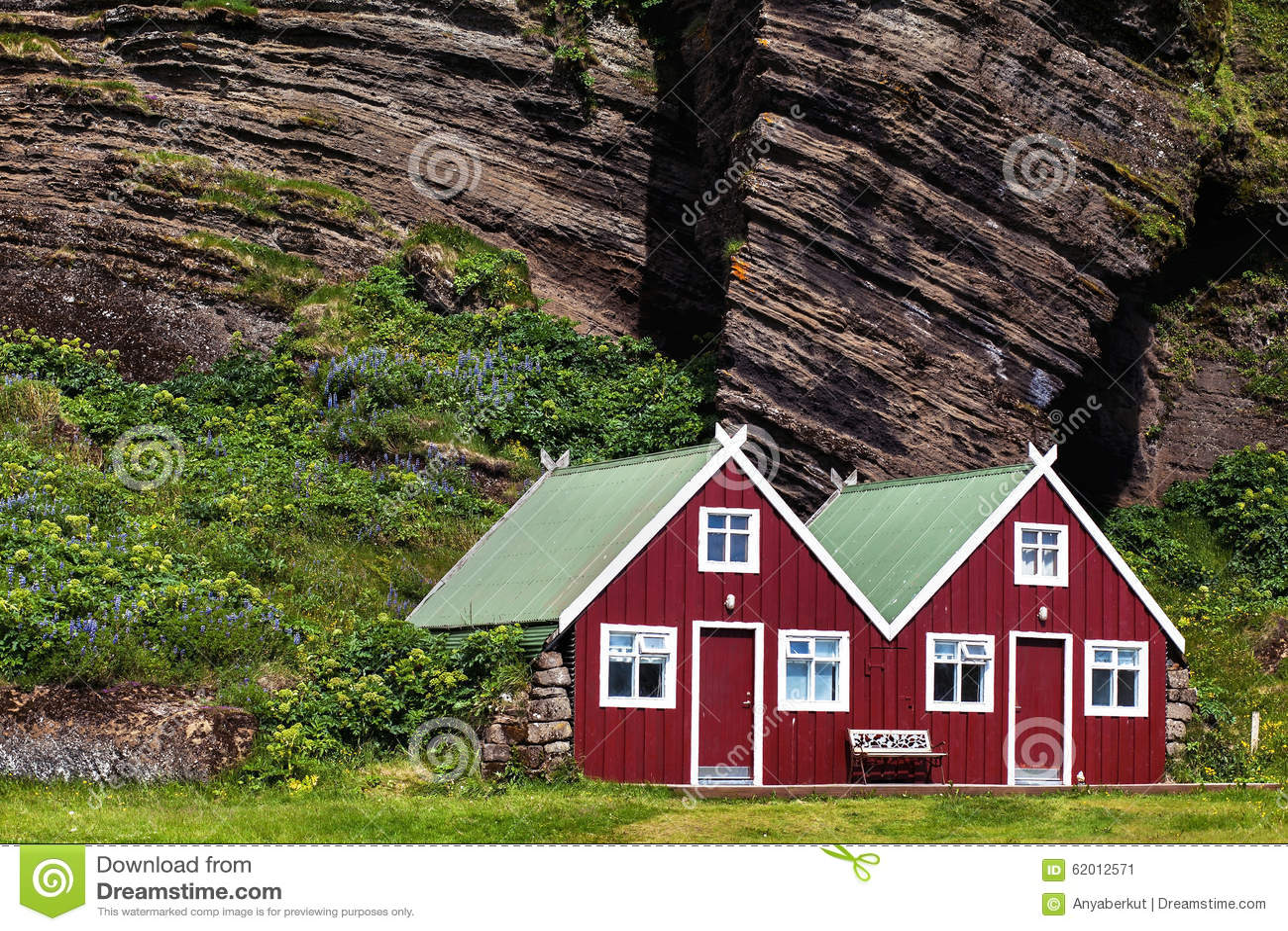 Skandinavische Holzhäuser skandinavische häuser stockbild bild zwei nord 62012571