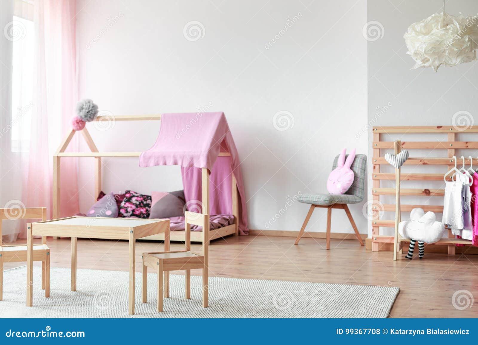 Skandinavisches Artmädchen S Schlafzimmer Stockfoto Bild Von