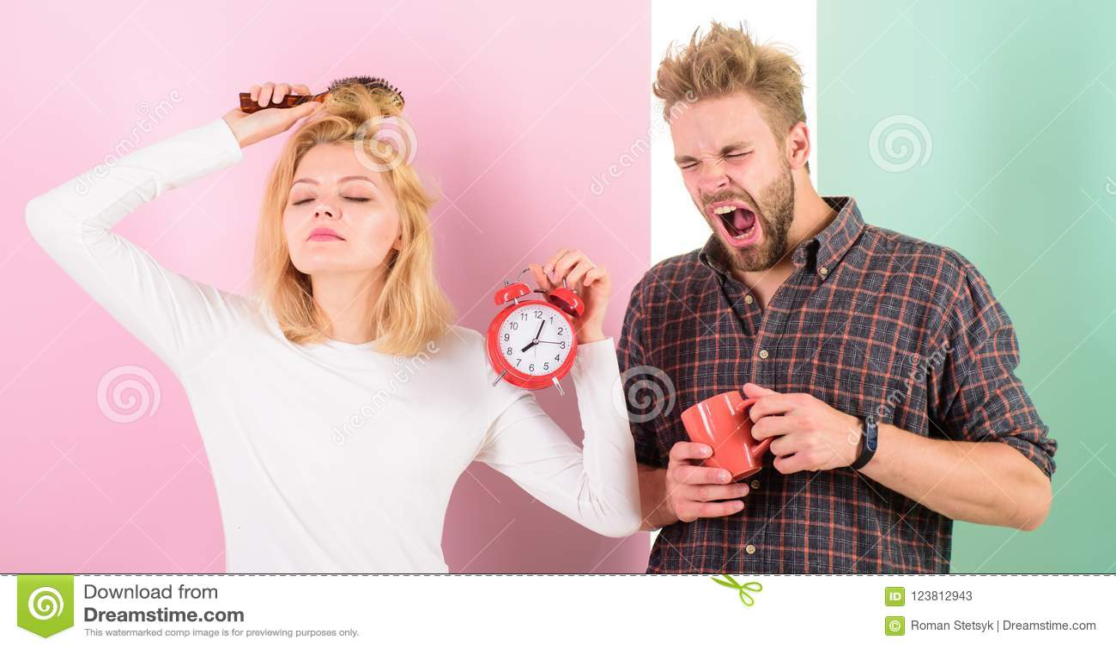 Skapa sunt vilar styre för att sova nog Sent styre för ånger Vi bör gå att bädda ned tidigare Sömniga kvinna och man
