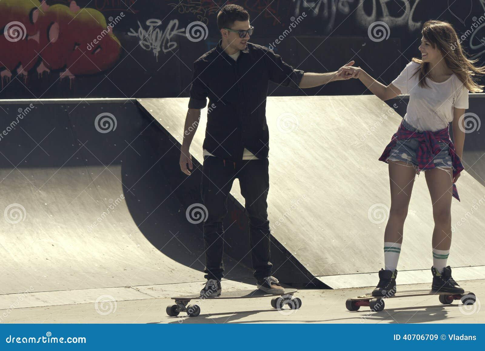 Skateboard couple