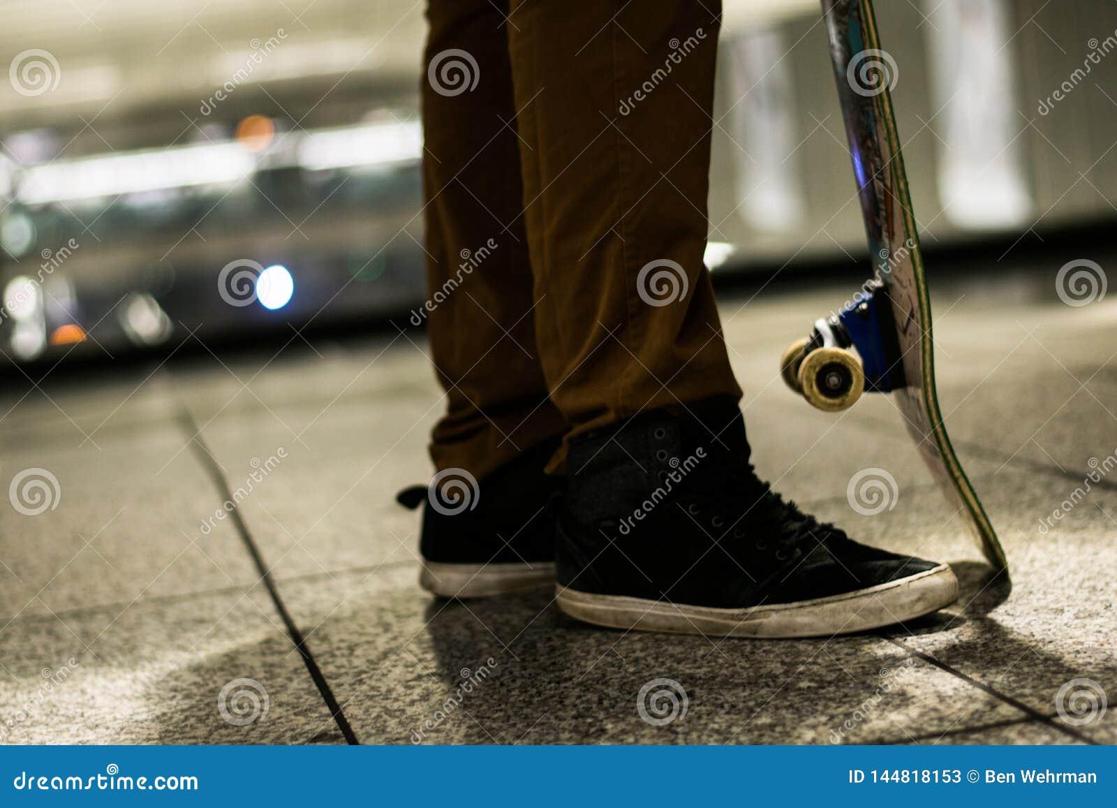 Skateboarder in de stad