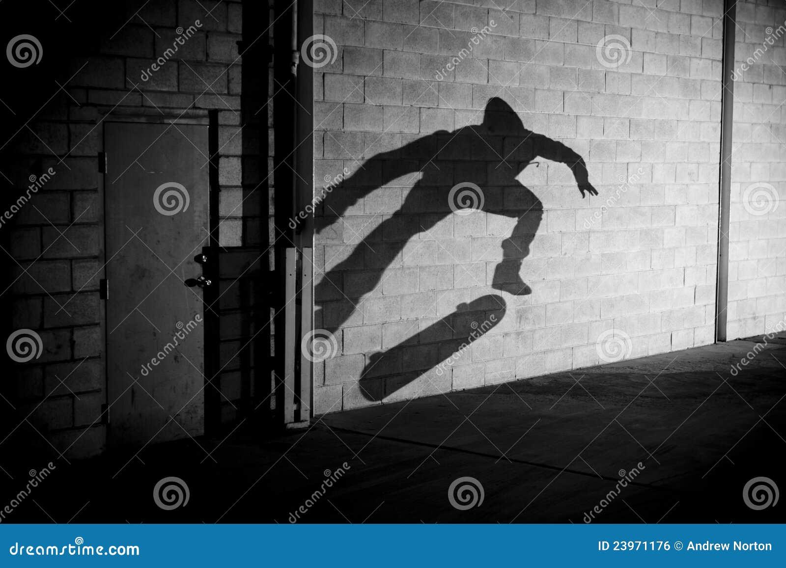 Skateboarder dell ombra