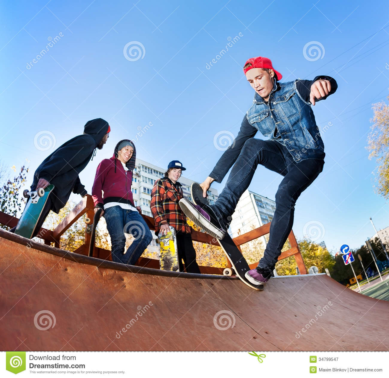 skateboarder in skatepark royalty free stock photography. Black Bedroom Furniture Sets. Home Design Ideas