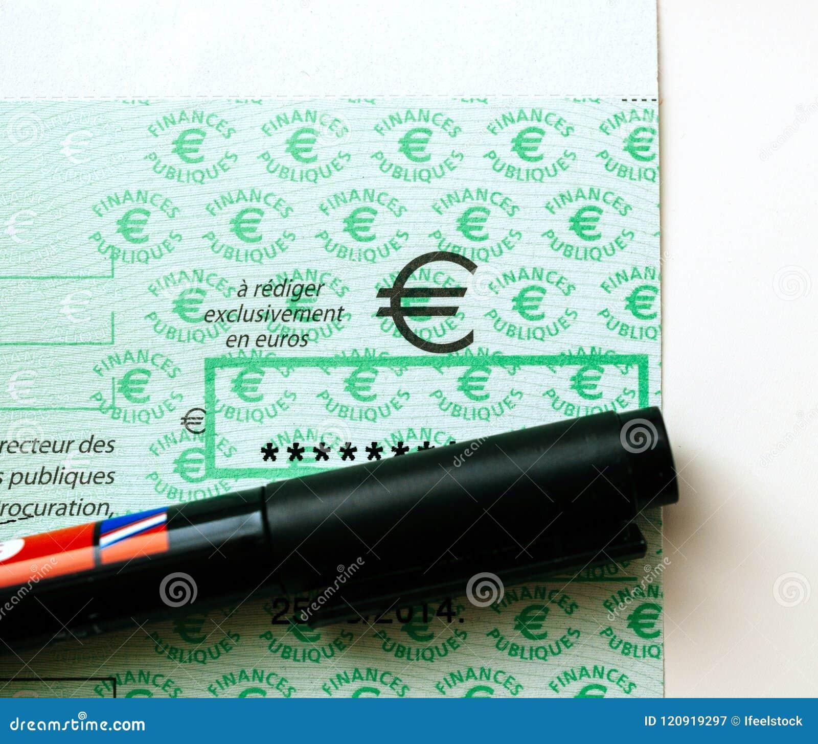Skatter i den Frankrike checken som utfärdas av den riktningsGenerale desen Fina