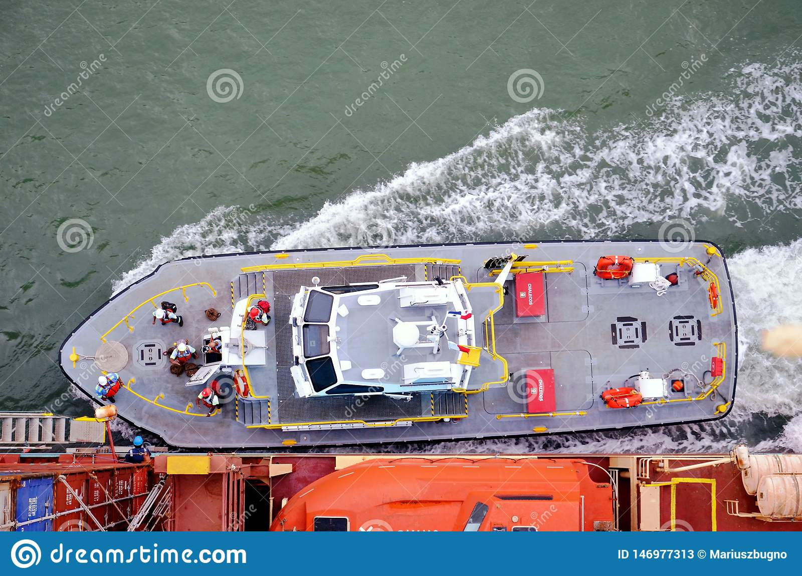 Skepp för behållare för logi för besättning för Panama kanal