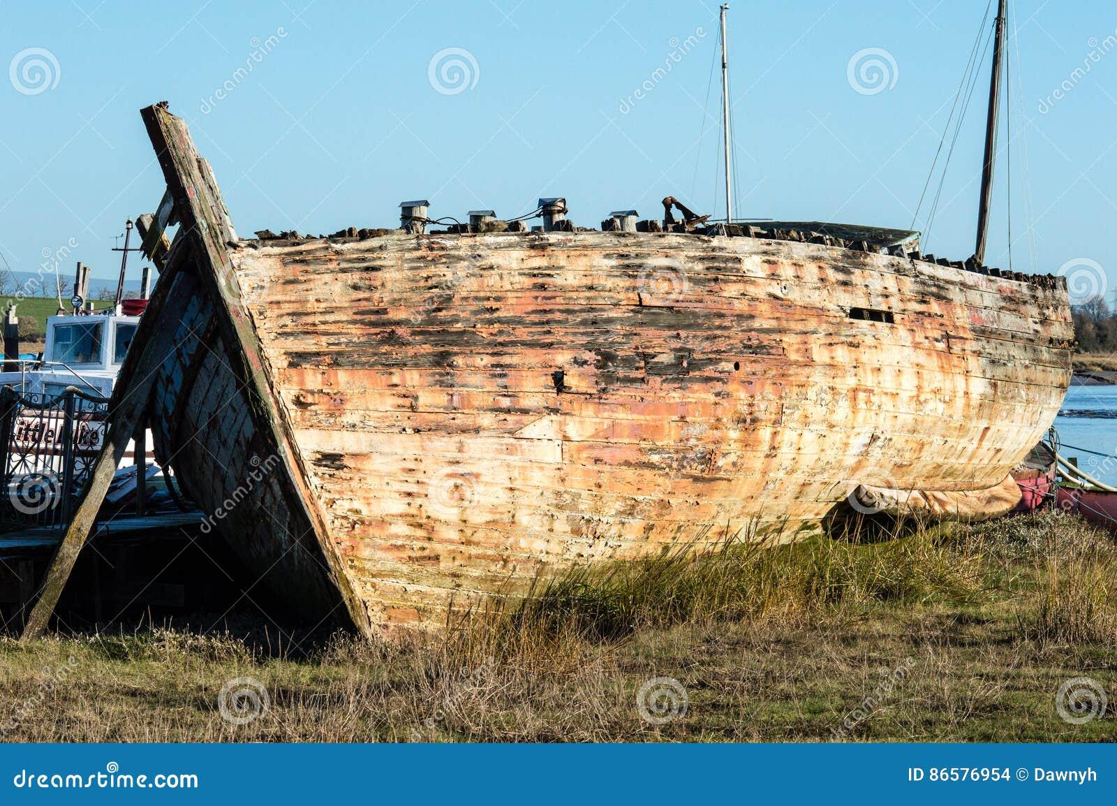 Skeppsbrott eller mycket gammalt fartyg
