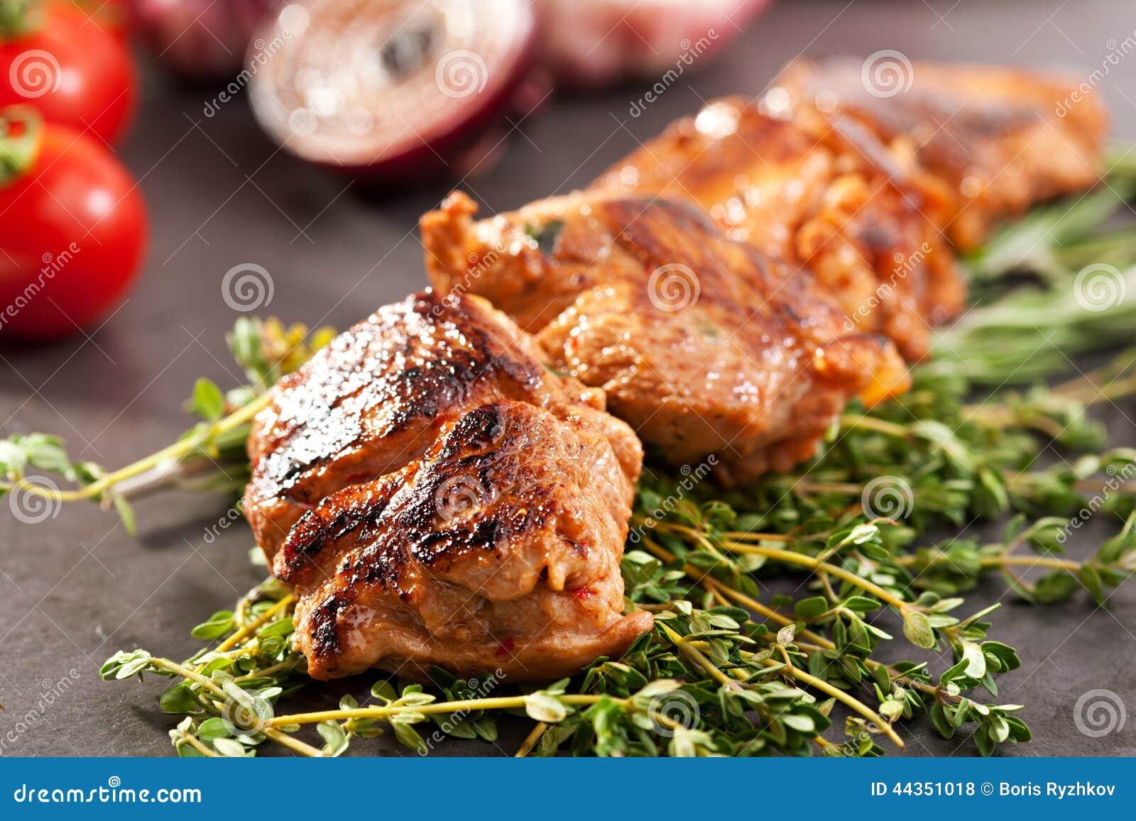Skewered griskött