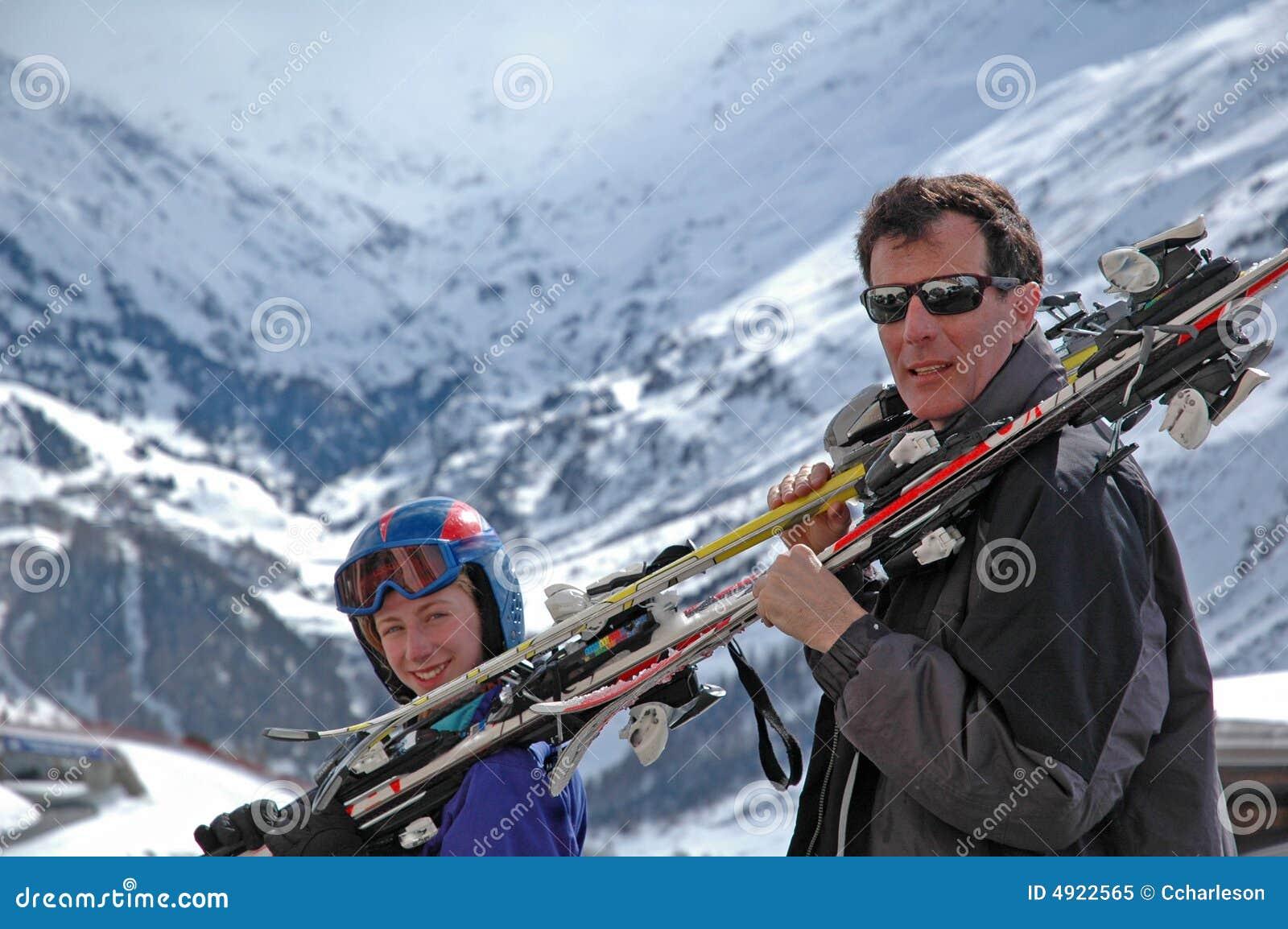 Ski allant de père et de descendant