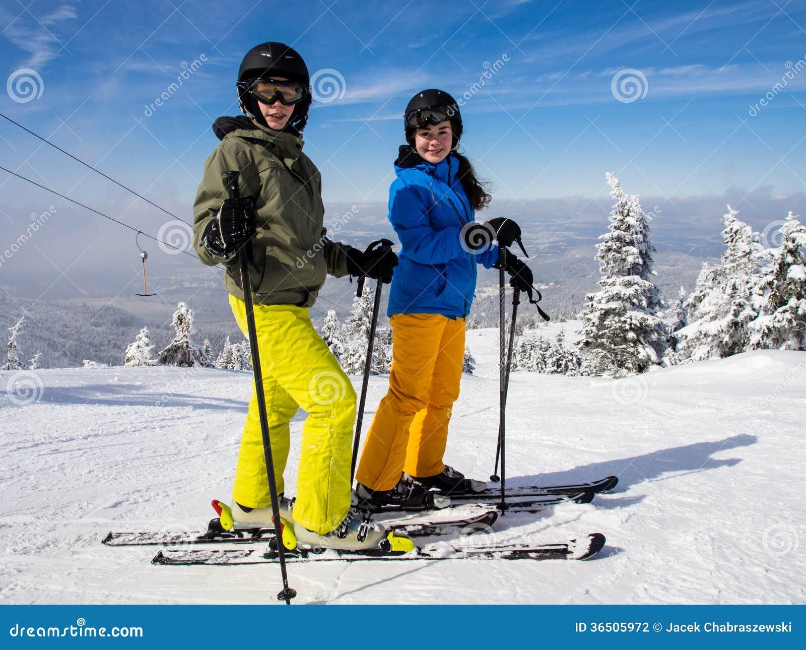 Ski d adolescente et de garçon