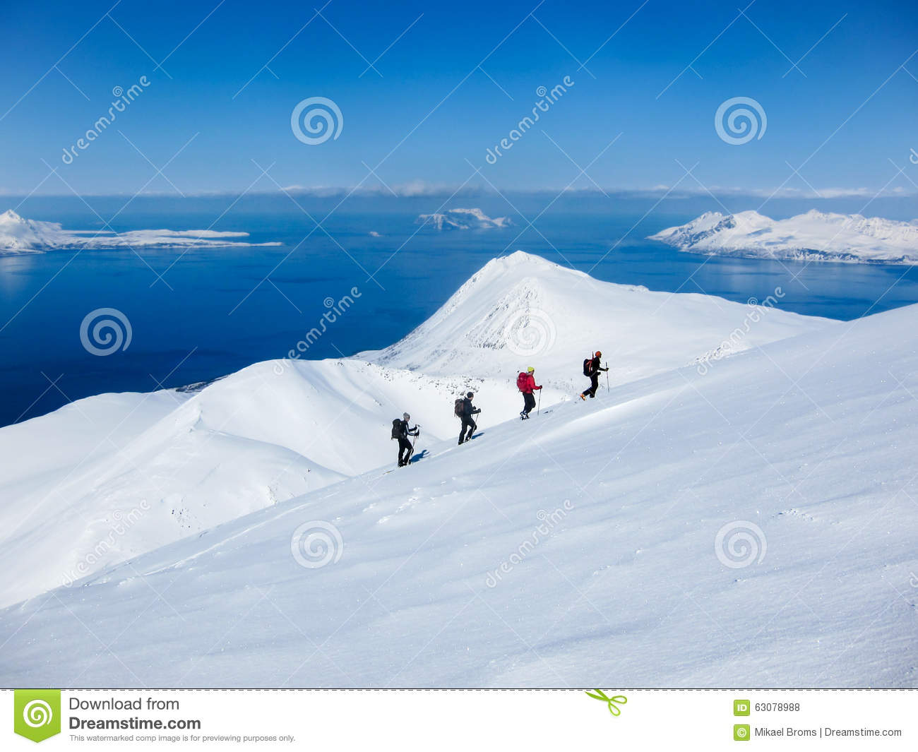 Download Ski De Randonee Dans Lyngen, Norvège Photo stock - Image du fjord, majestueux: 63078988