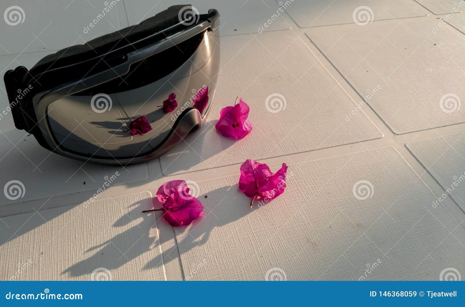 Ski goggels met bloemencompilatie