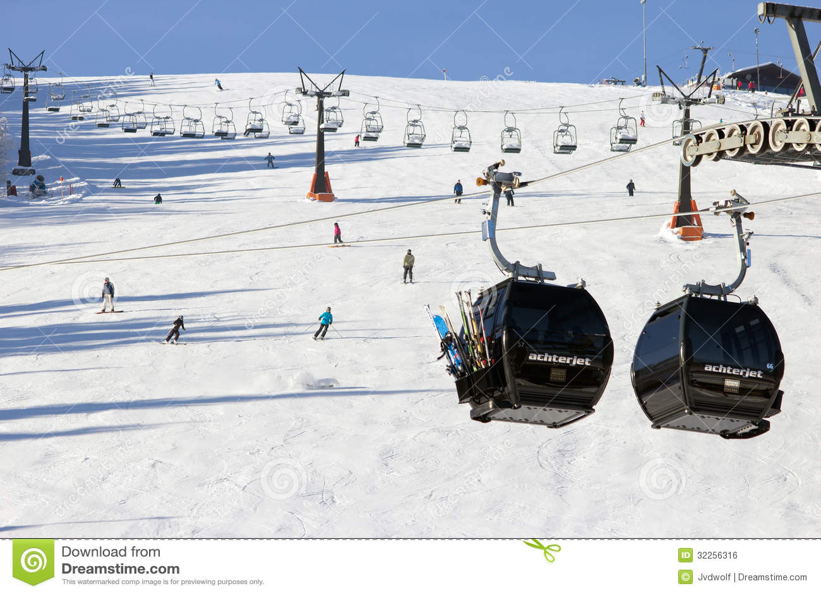 Flachau Austria  city photo : piste flachau austria dec lift cable booths going up flachau austria ...