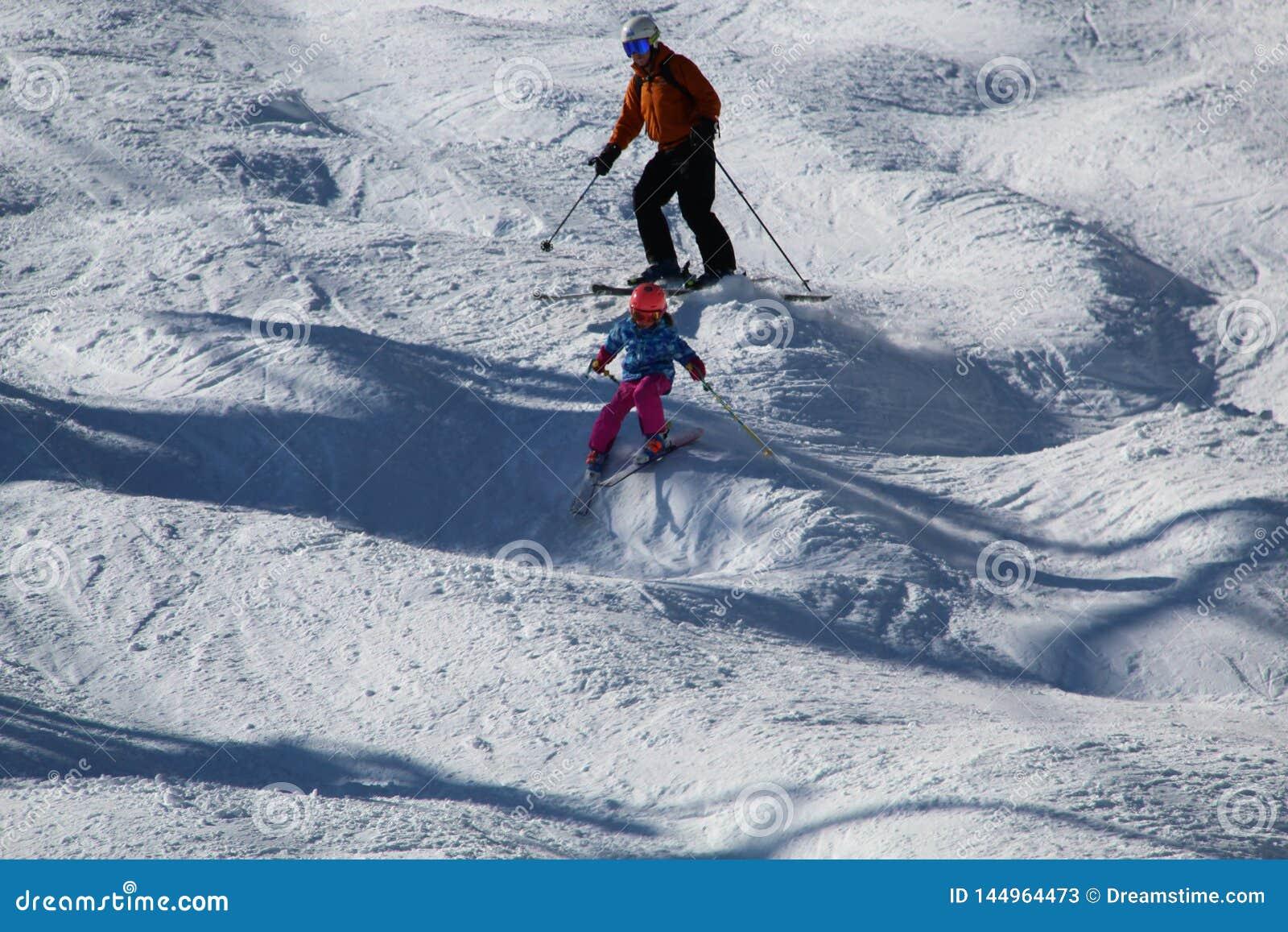 Ski sur une pente inégale