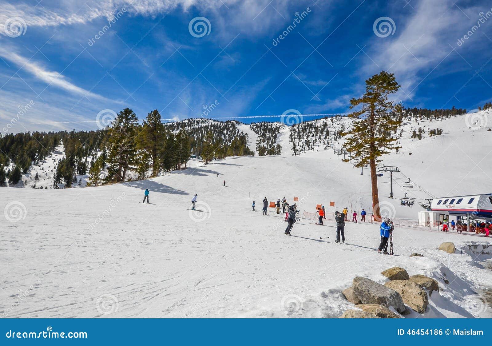 Skidar semesterorten i Lake Tahoe