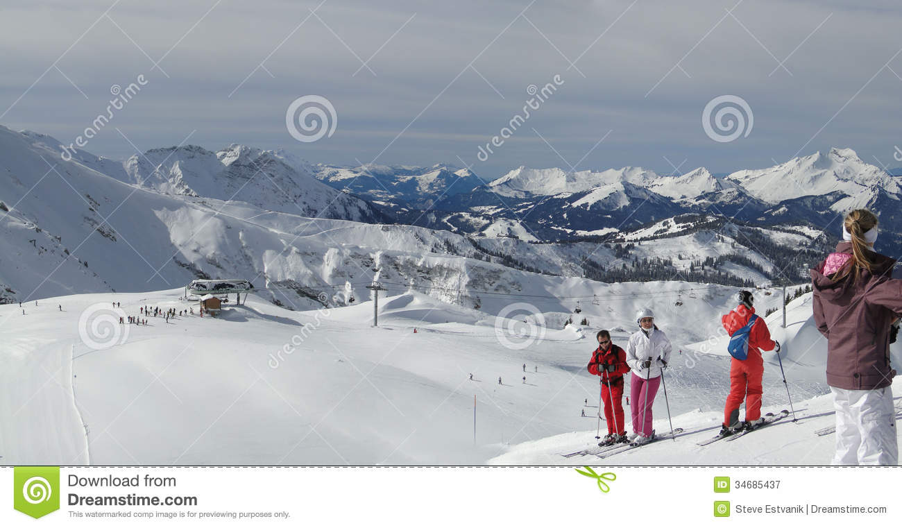 Skiers prepare for their next run editorial photography image 34685437 - Portes du soleil horaires ...