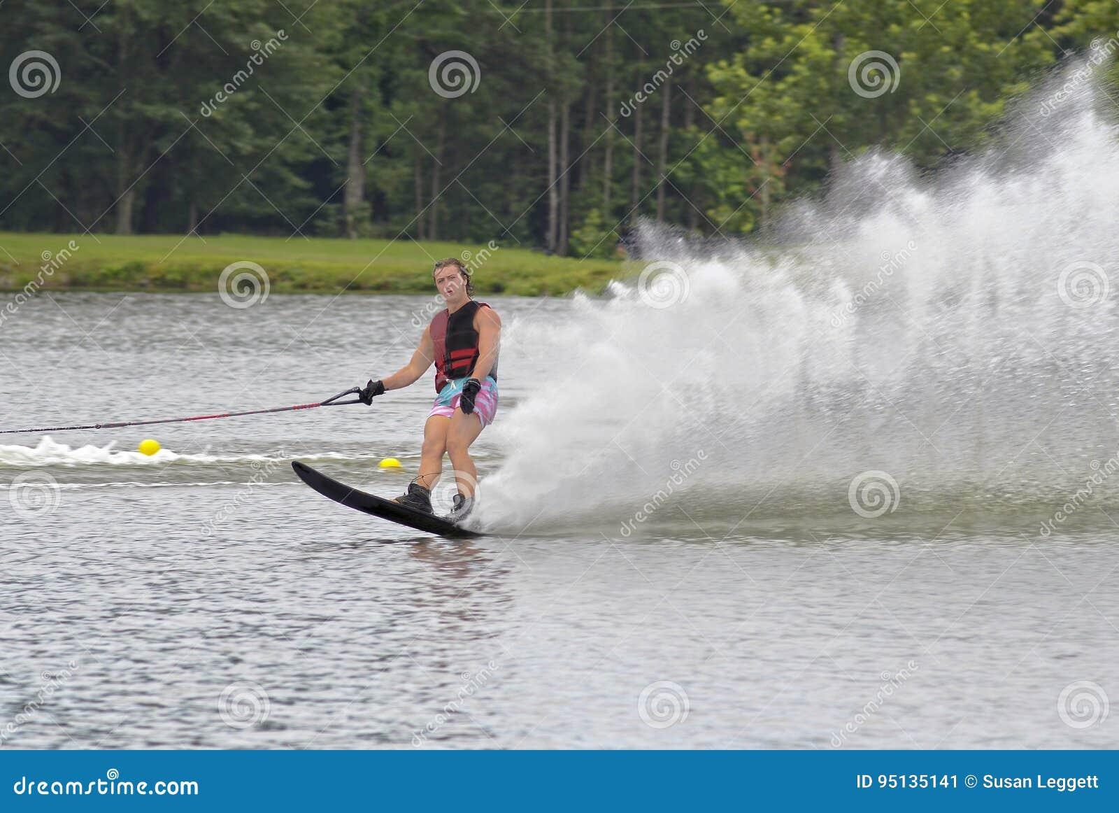 Skieur à la fin de sa course