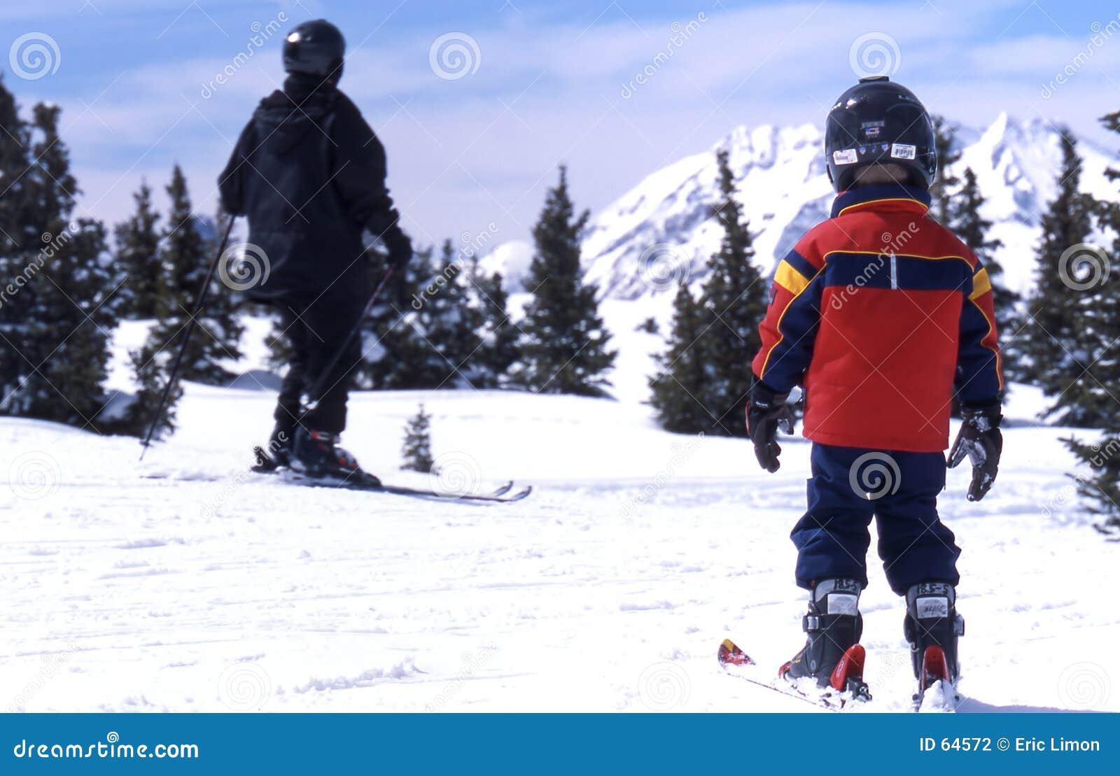 Download Skieur d'enfant photo stock. Image du skieur, arbres, alpestre - 64572