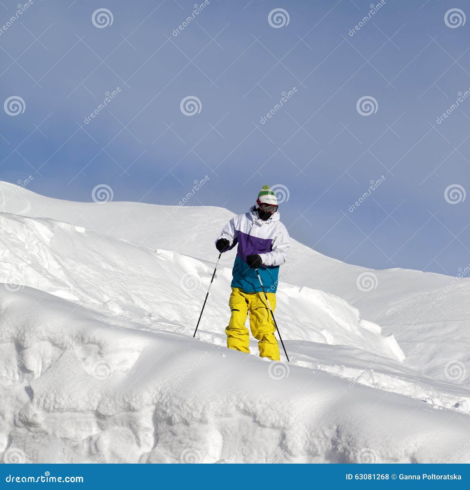 Download Skieur Sur La Pente Hors-piste Photo stock - Image du curseur, risque: 63081268