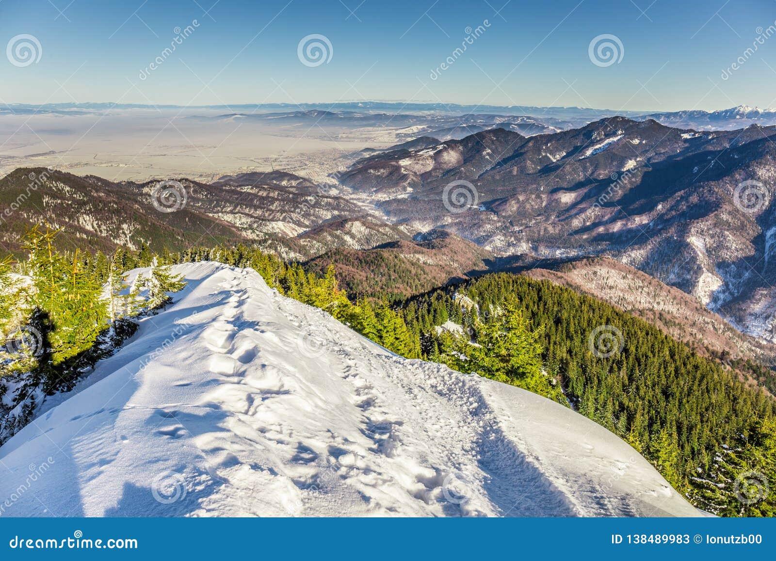 Skifahrenerholungsort bei Postavarul, Brasov, Siebenbürgen, Rumänien