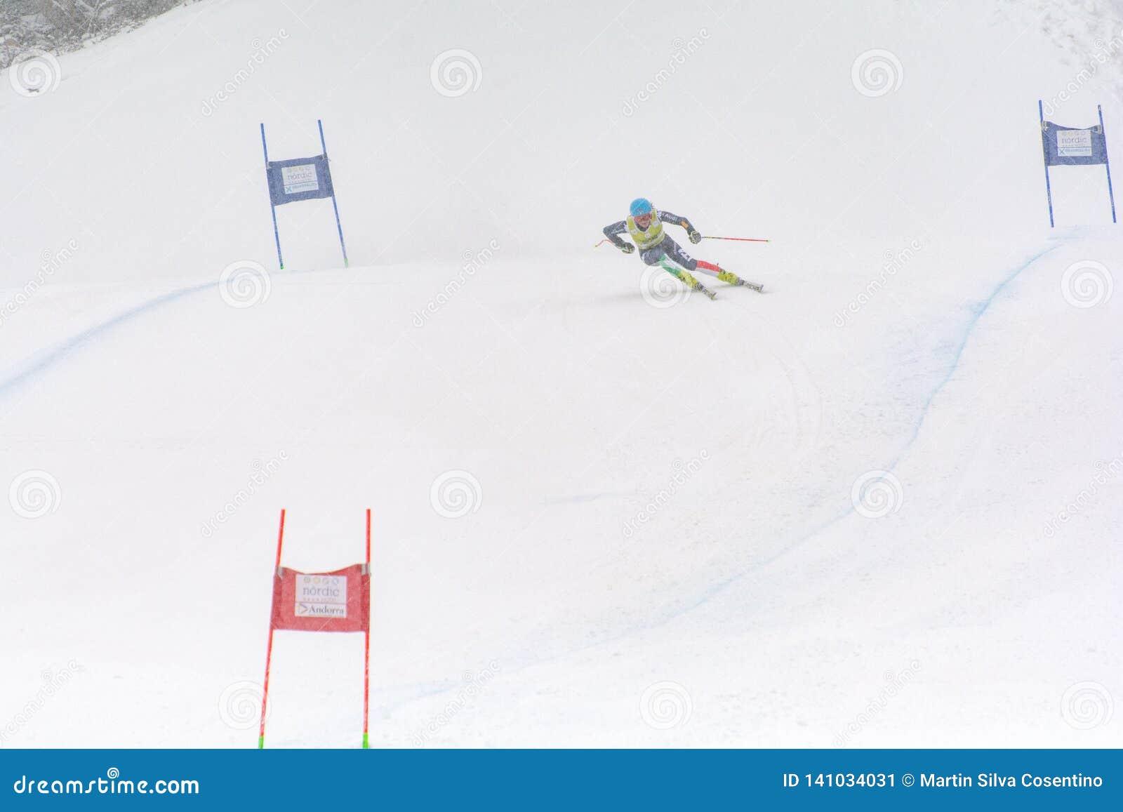 Skifahrer konkurriert herein während das des Super Audi-FIS alpine Ski World Cup Womens kombiniert am 28. Februar 2016 in Soldeu,