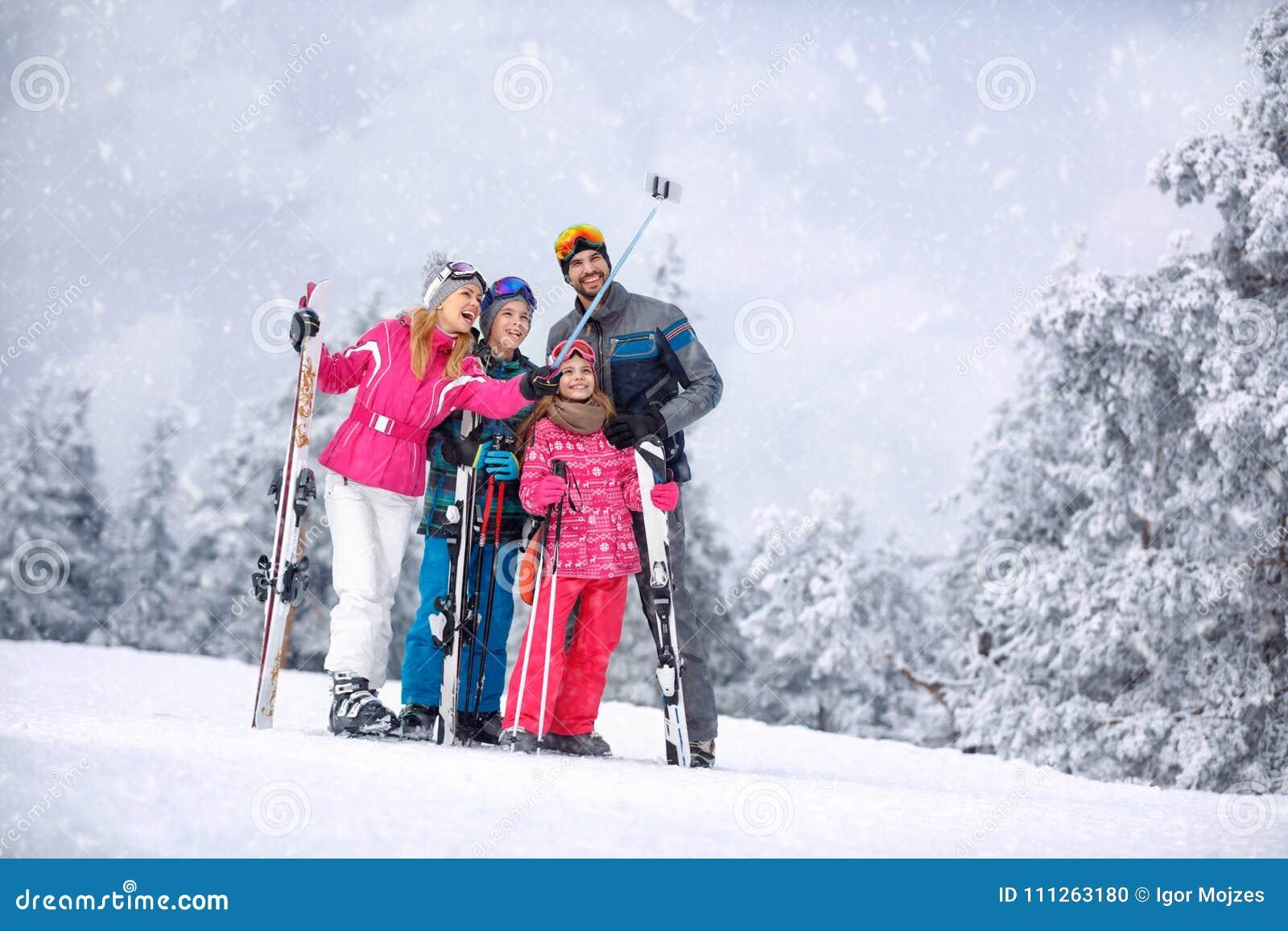 Skiing 5b1642cd4
