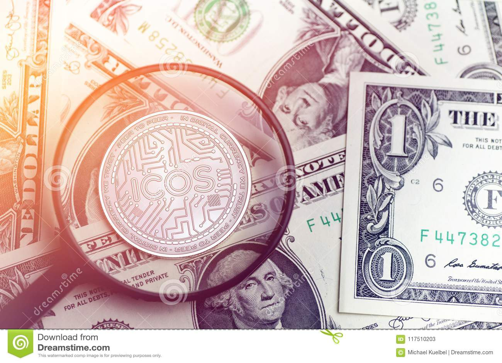 Skinande guld- ICOS-cryptocurrencymynt på oskarp bakgrund med illustrationen för dollarpengar 3d