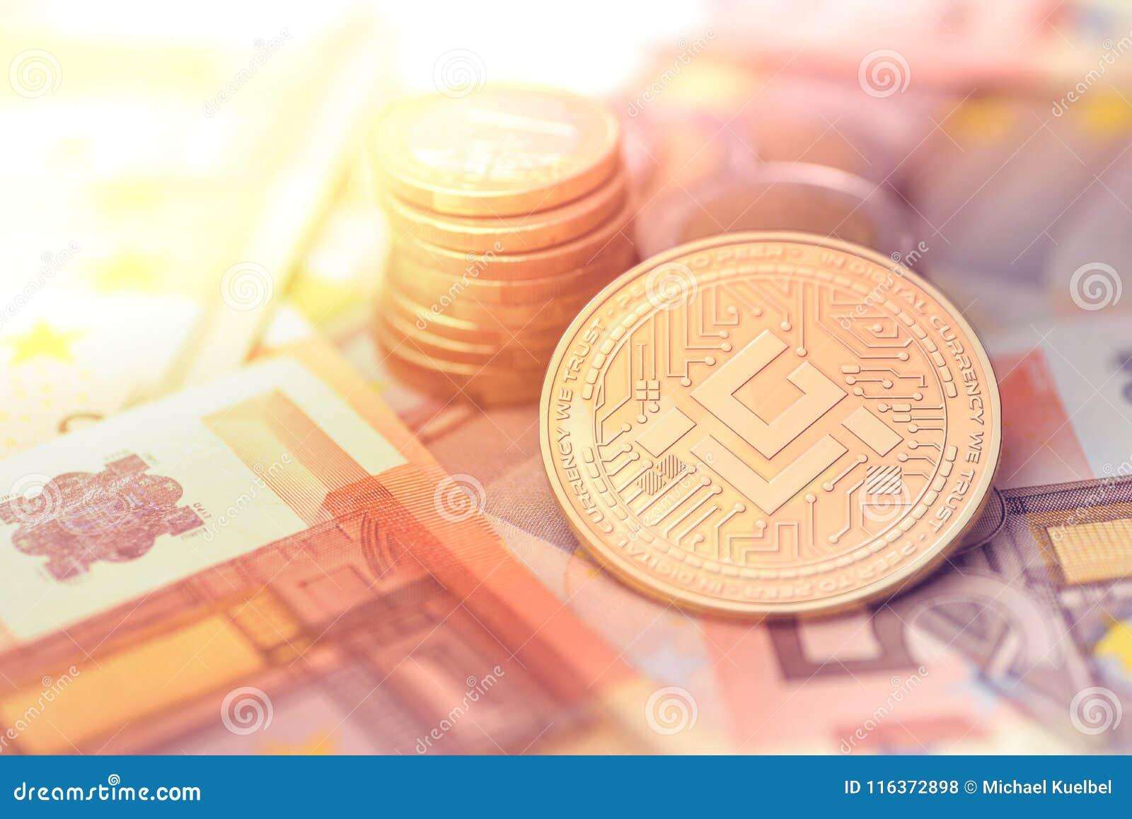 Skinande guld- MOBILEGO-cryptocurrencymynt på oskarp bakgrund med europengar