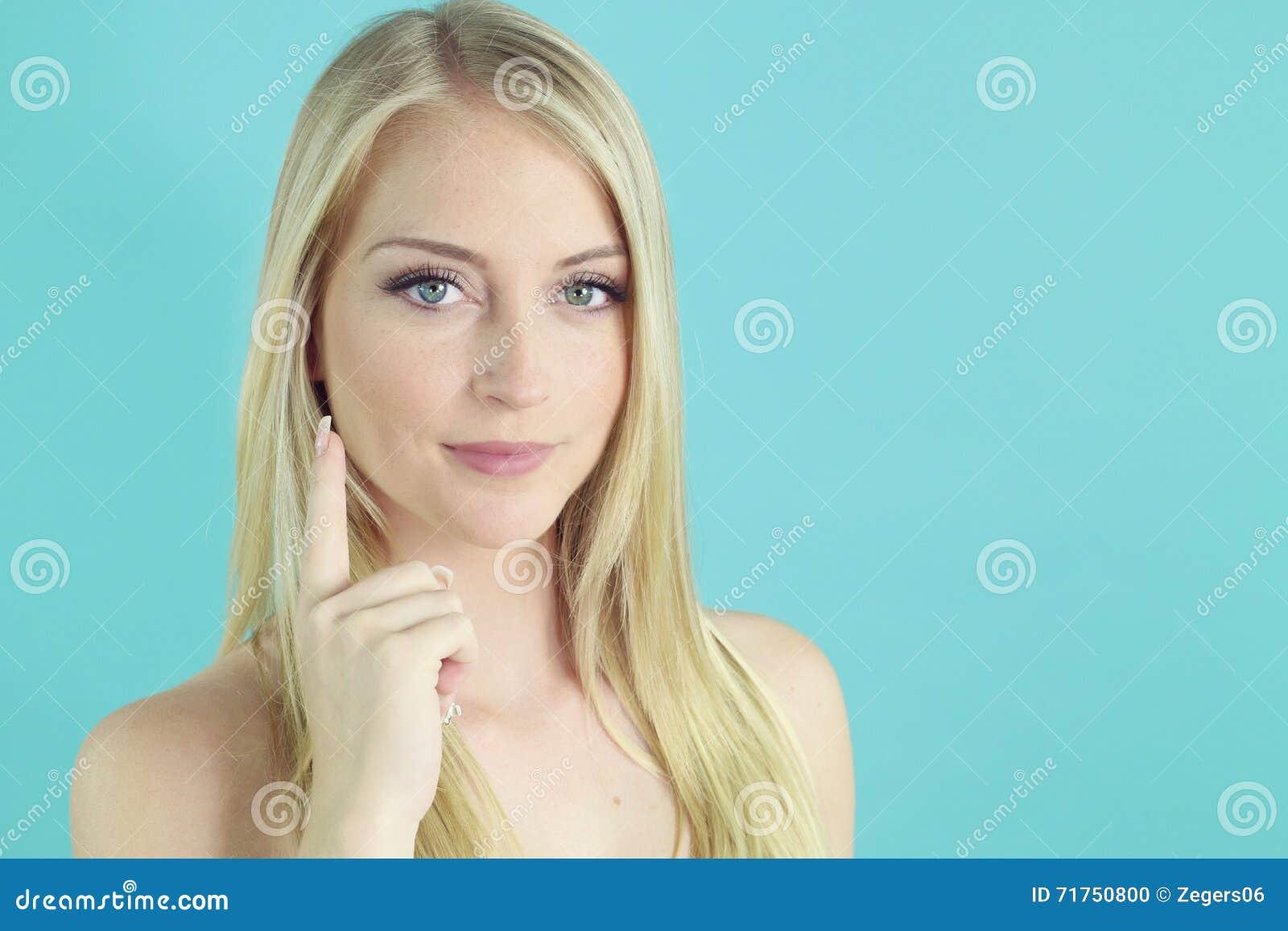 Skincare - όμορφη τοποθέτηση κοριτσιών