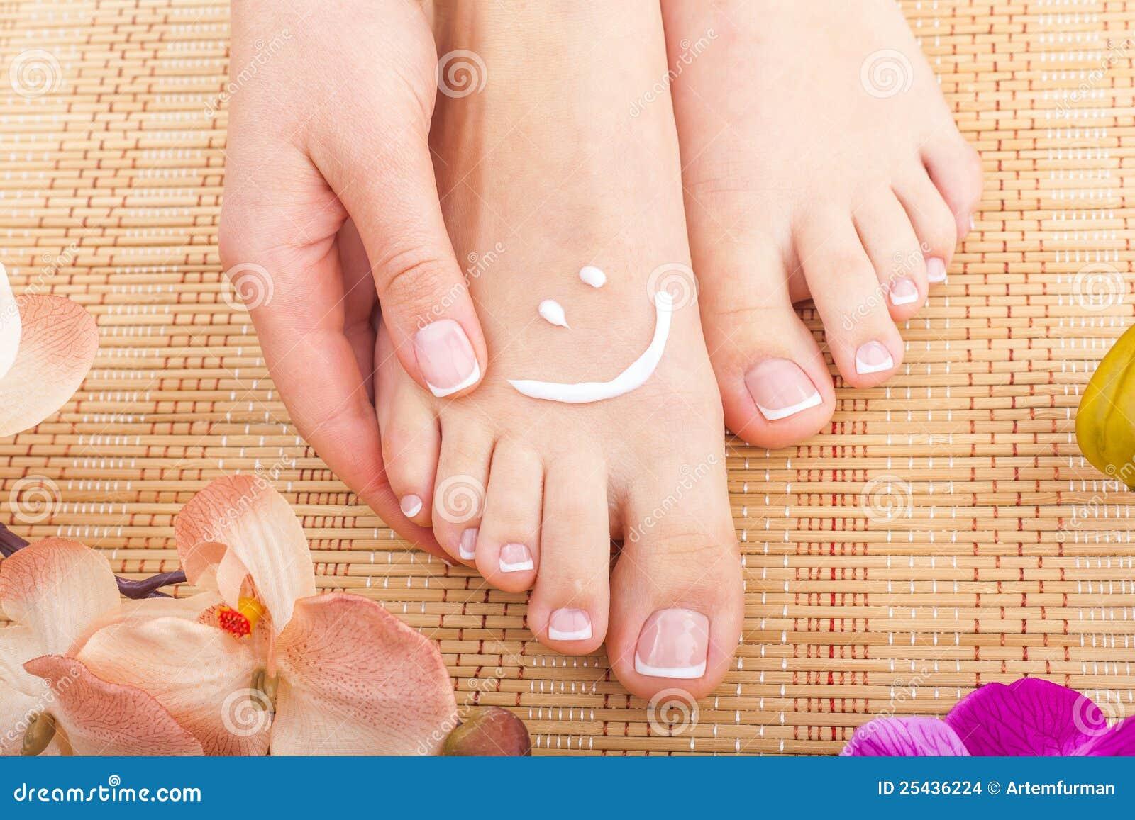 Skincare der Füße einer Schönheitsfrau
