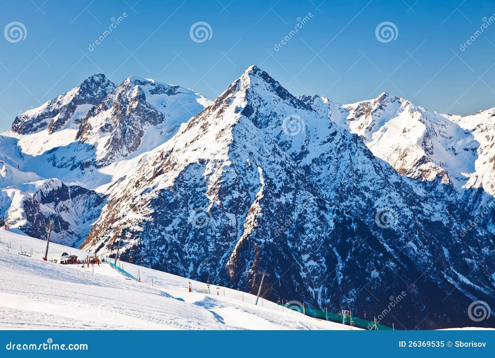 Skiort in den französischen Alpen