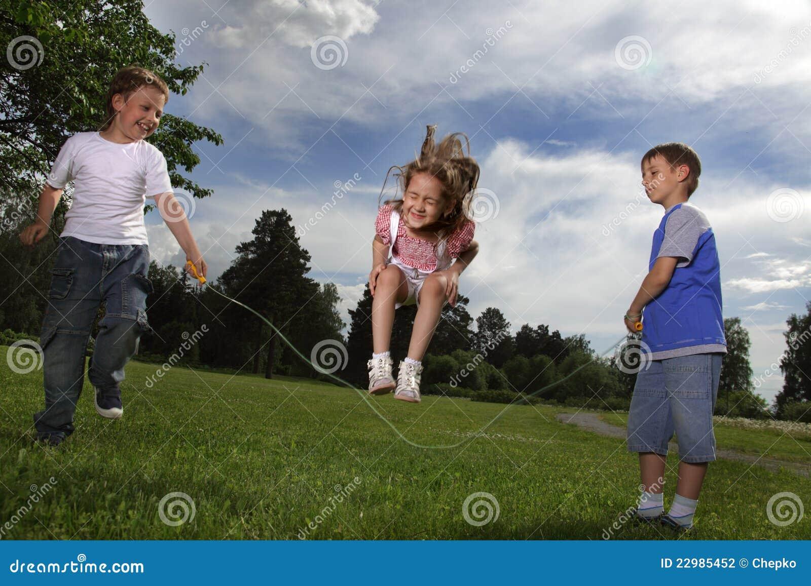 Пригает на брате, Сестра со сломанной рукой скачет на большом члене брата 24 фотография