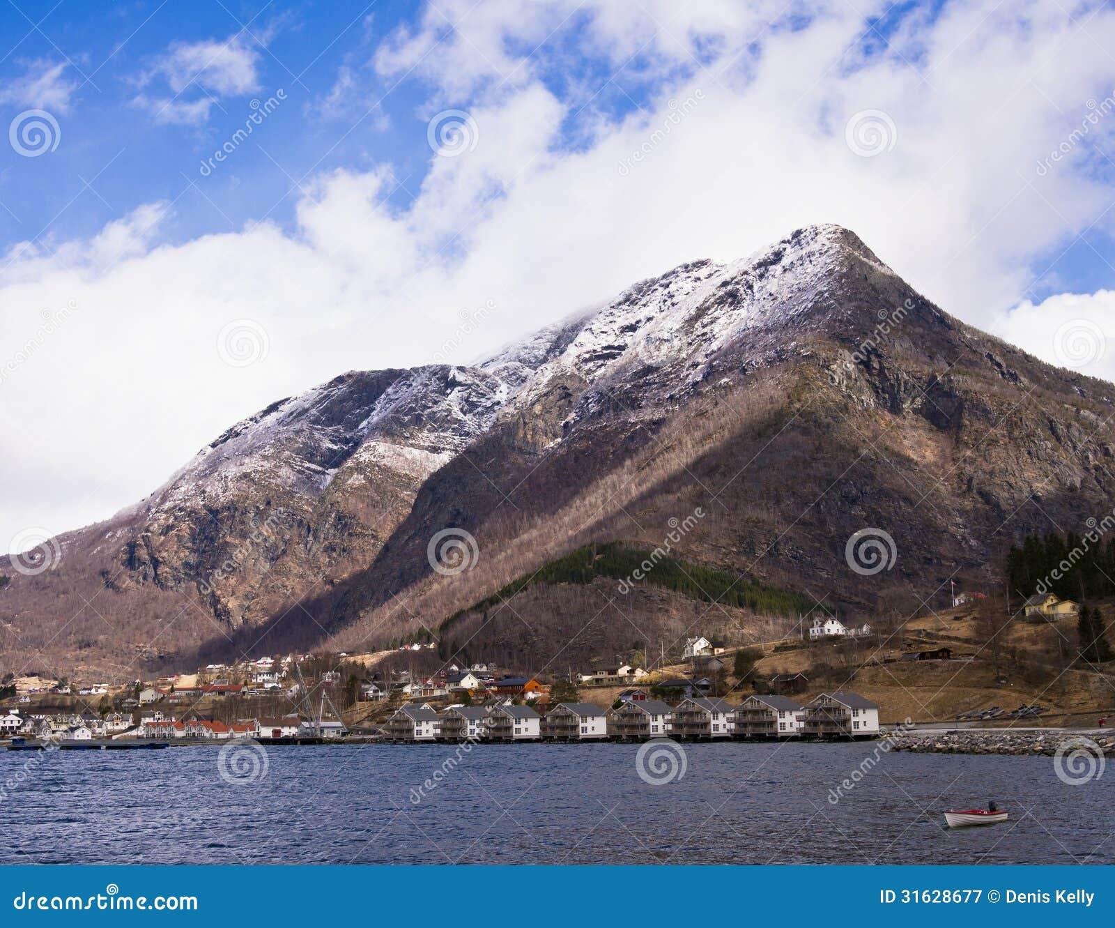 Skjolden巡航Sognefjord的, Norwa口岸村庄