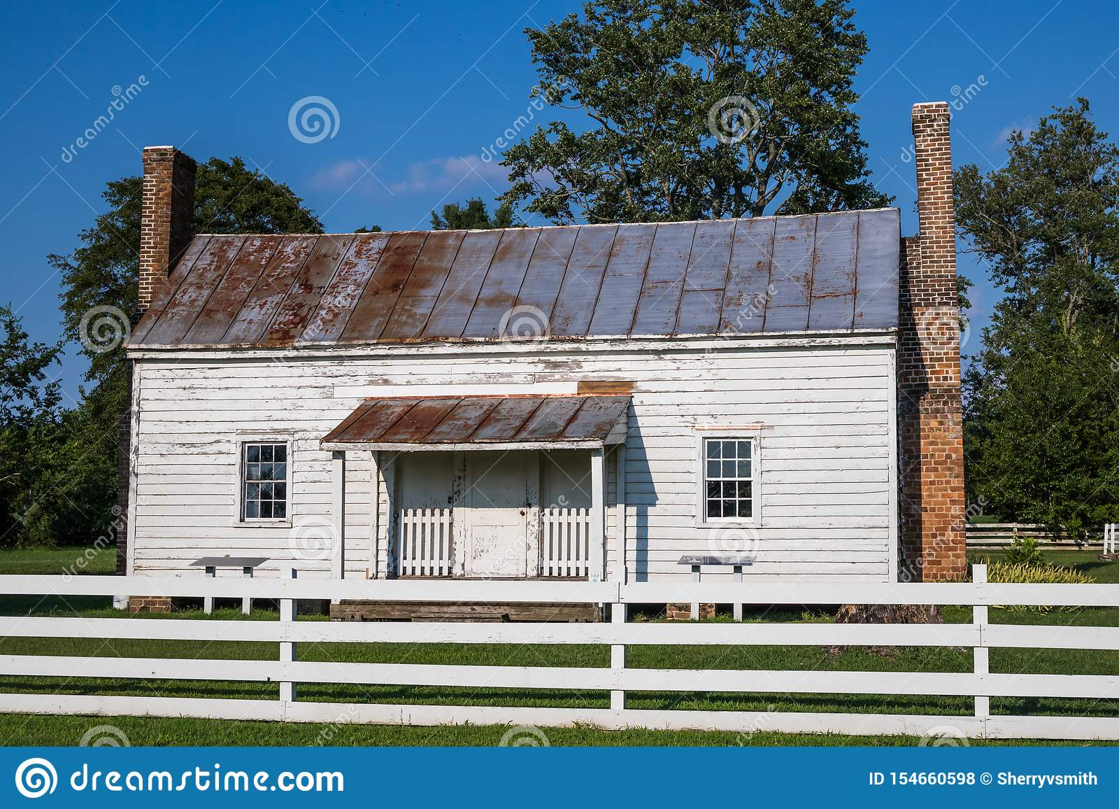 Sklaven-Cabin Built im Jahre 1830 s am Schloss des Speckes in Surry, VA