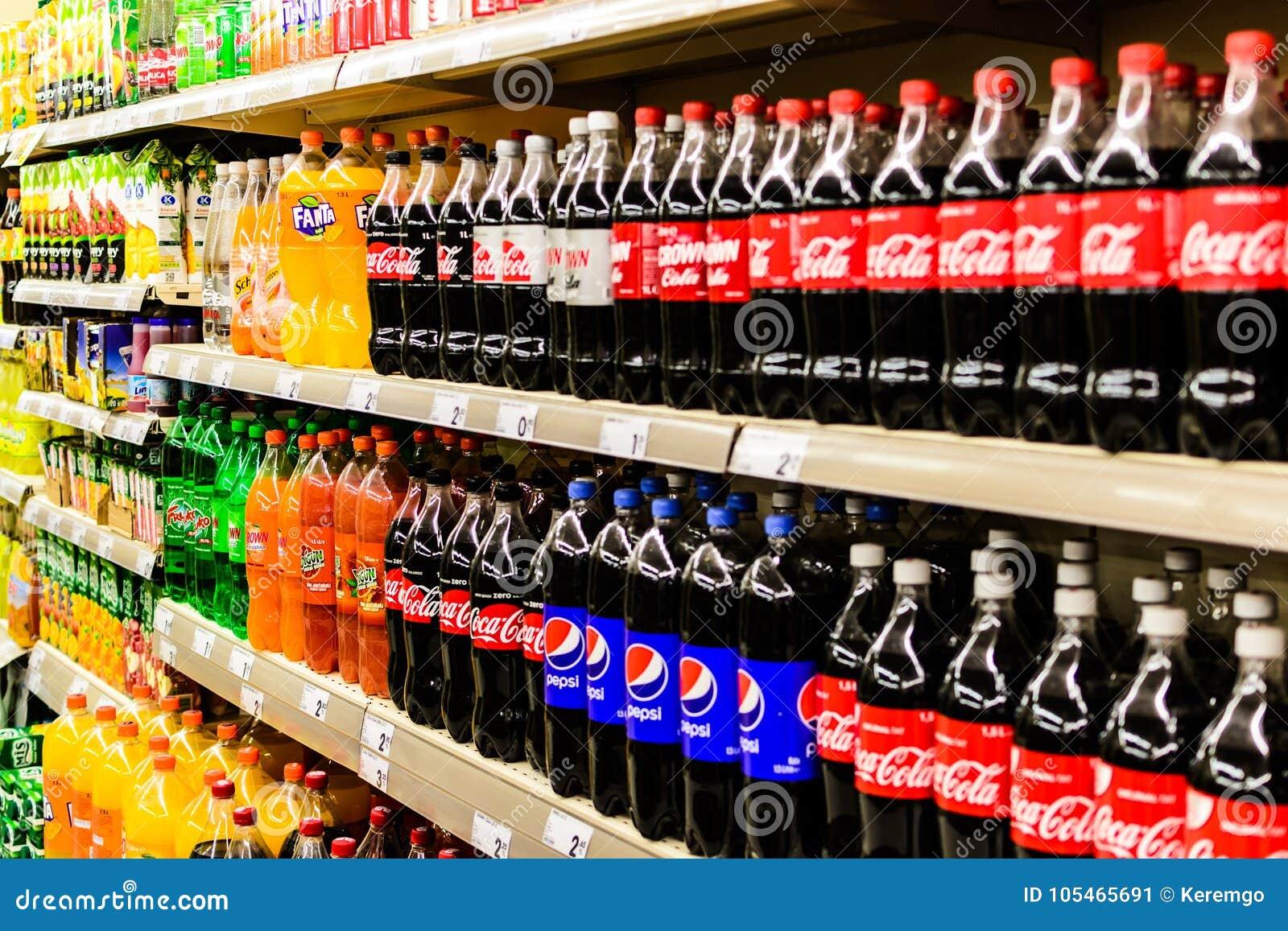 Aktualne Sklepu spożywczego wnętrze zdjęcie editorial. Obraz złożonej z KC24