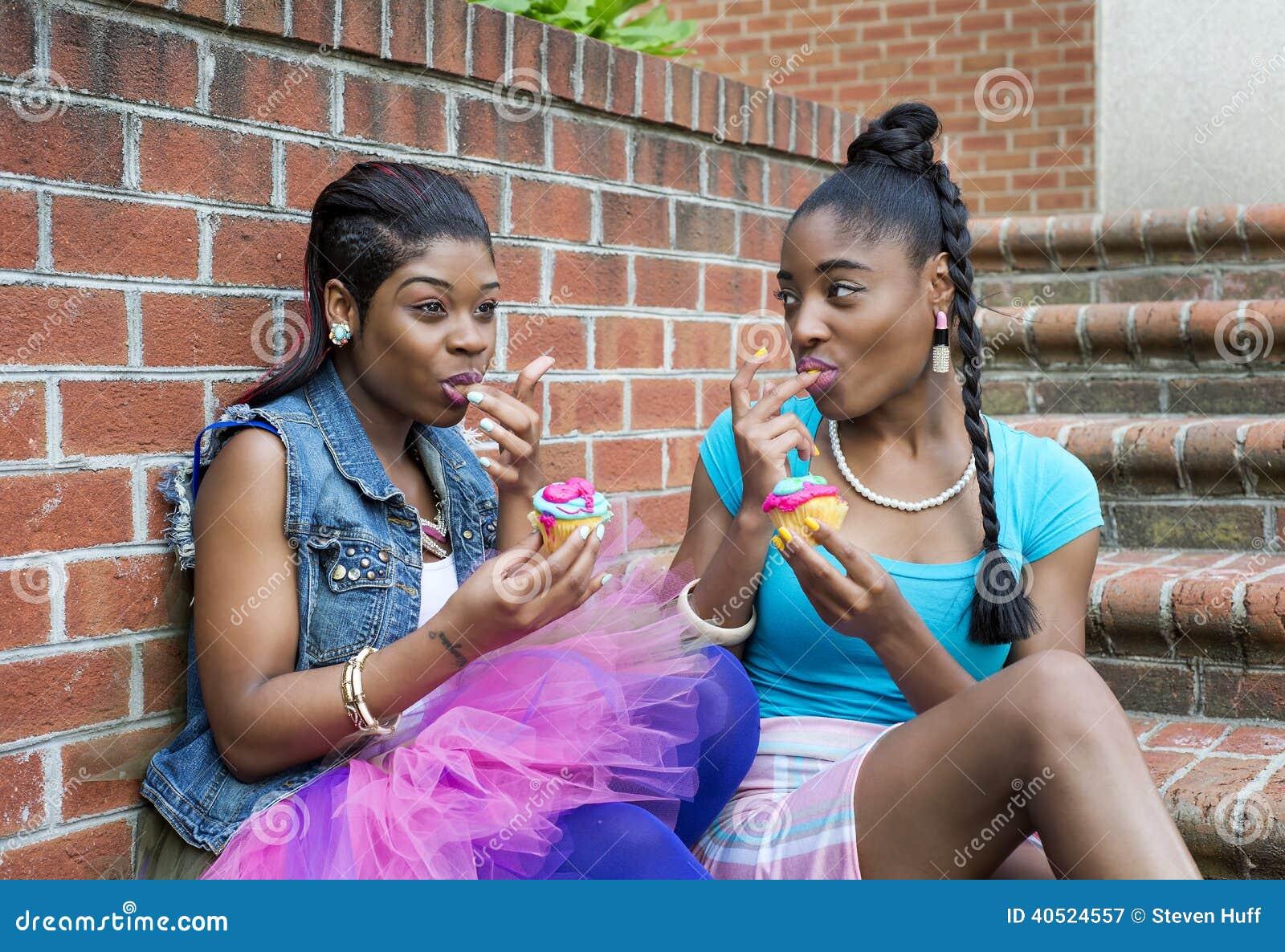 Vita kvinnor och svarta kvinnor