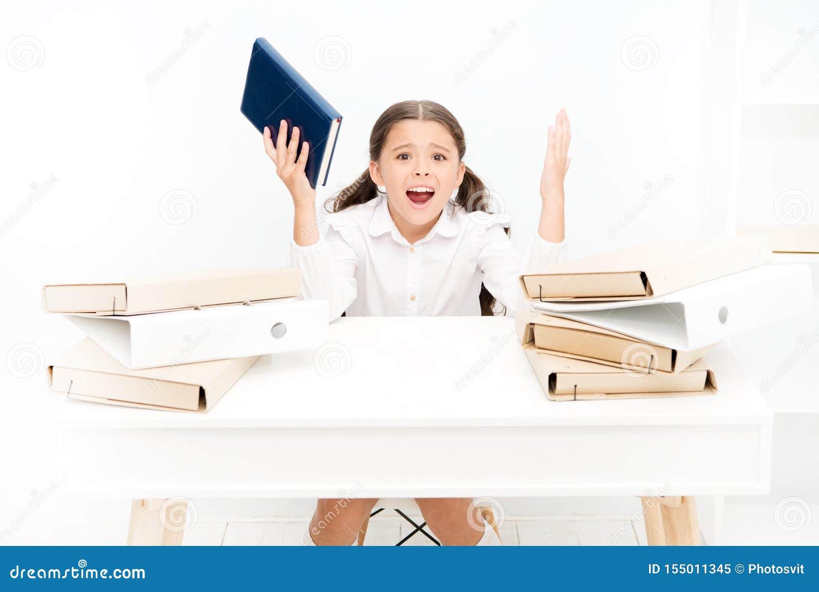 Skolaångest Bemyndiga barnet för att handla skolaångest Den angelägna känsladet normala förväntade barn som går tillbaka till sko