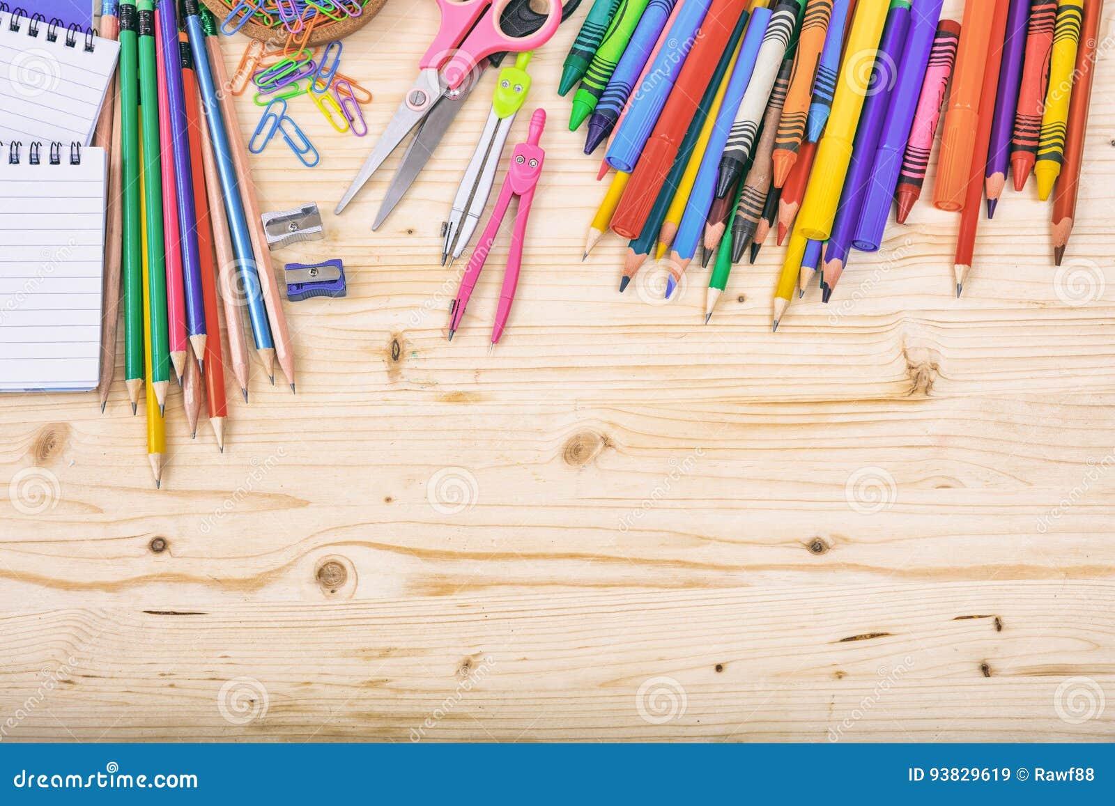 Skolatillförsel på träbakgrund