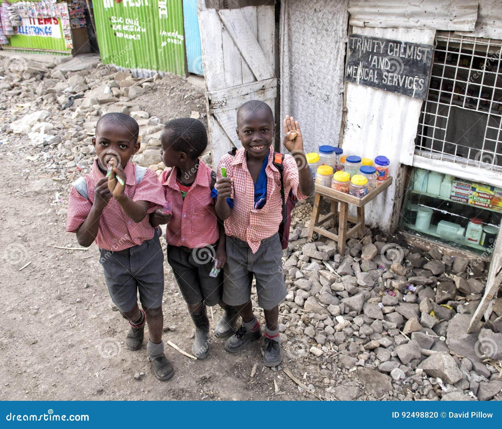 Skolbarn i den Mukuru slumkvarteret